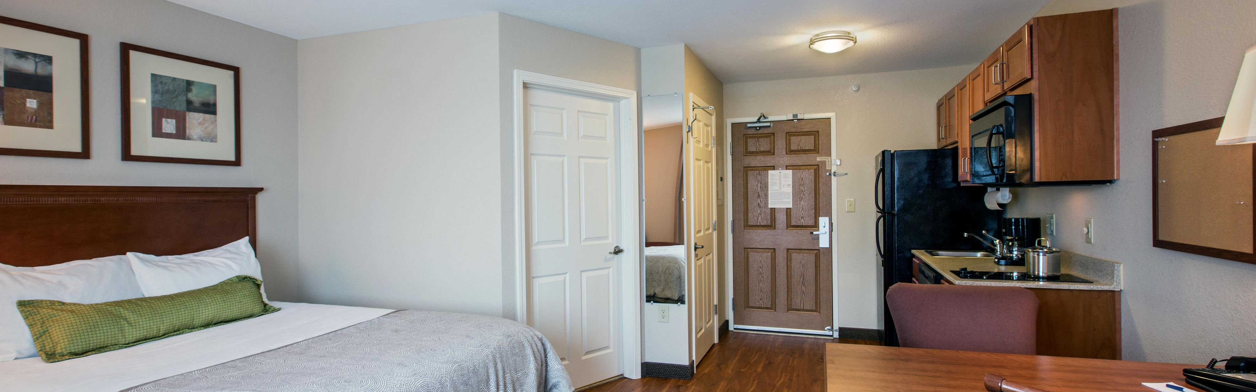 Candlewood Suites Indianapolis Northwest image 1