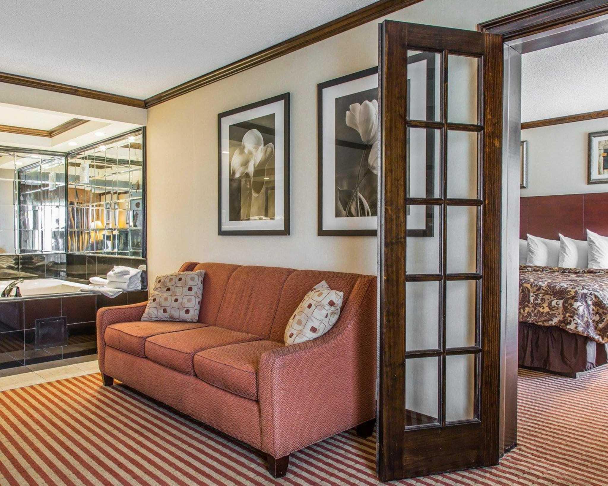 Rodeway Inn & Suites Bradley Airport image 22