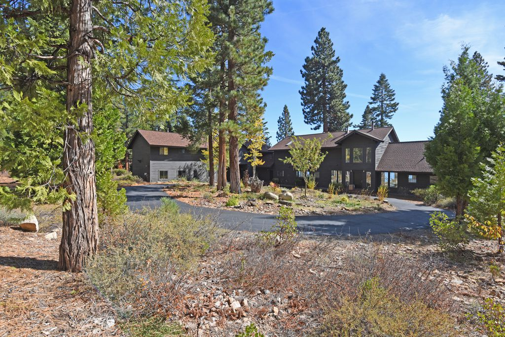 Bill & Nora Leeder | Oliver Luxury Real Estate image 2