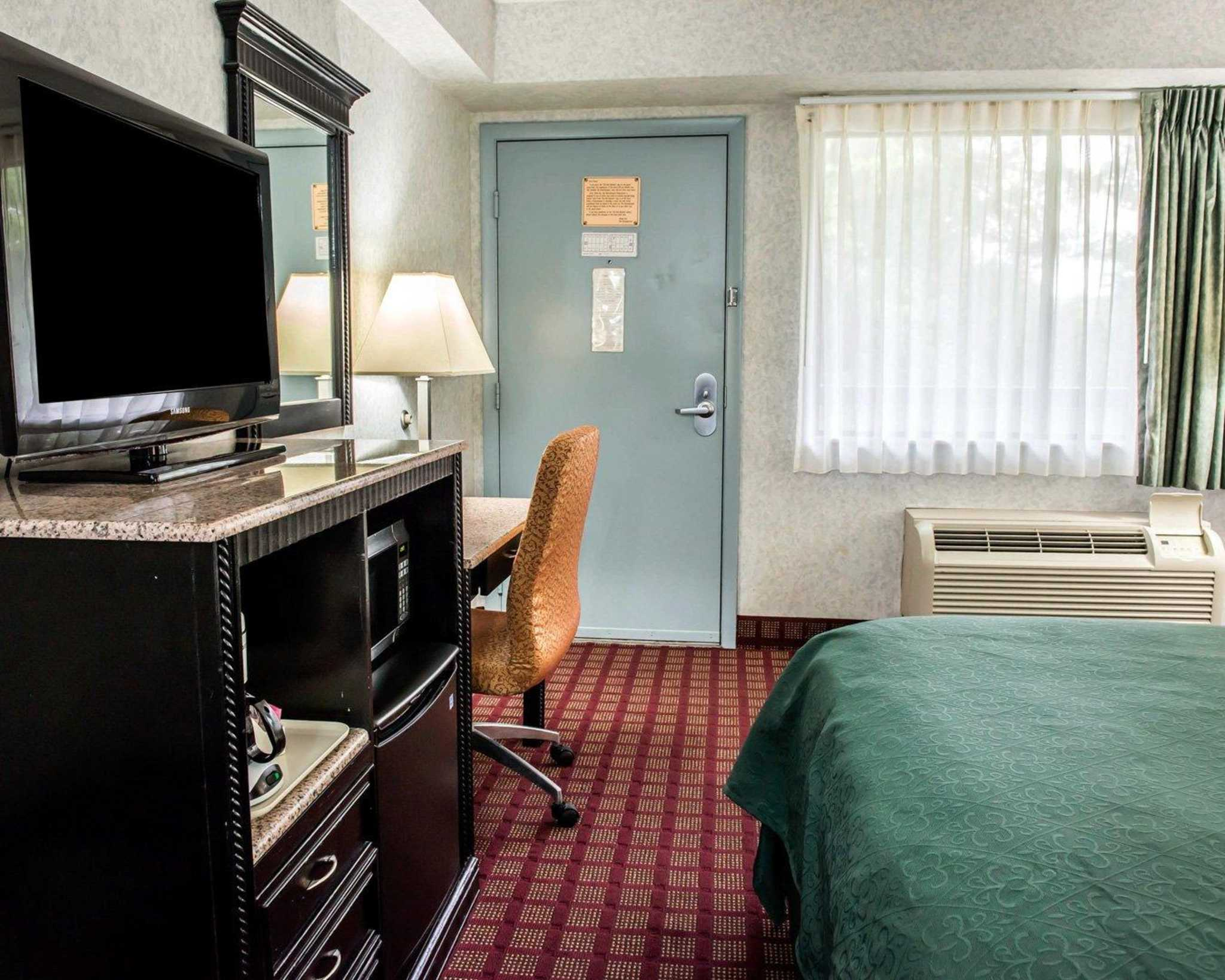 Quality Inn & Suites North image 21