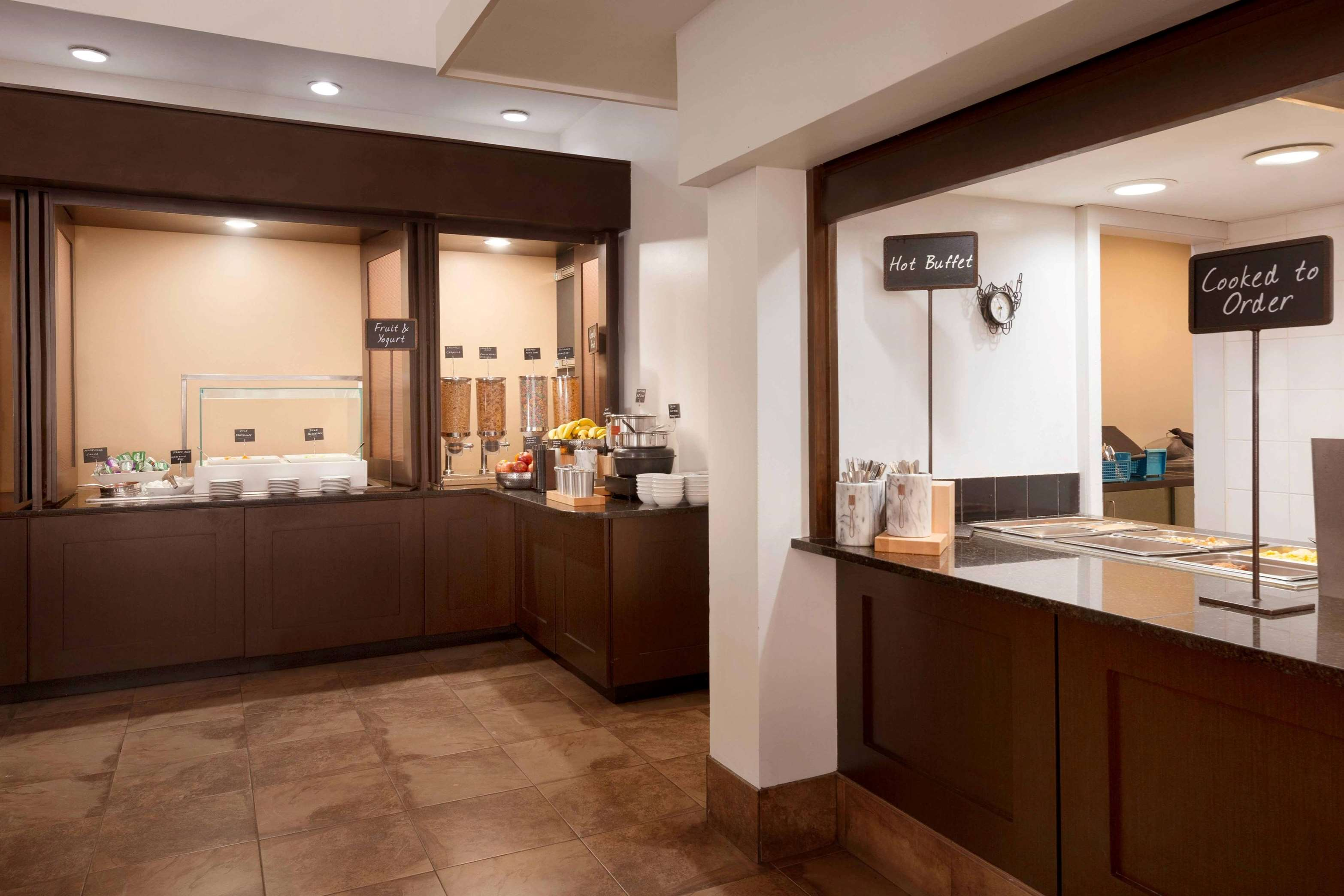 Embassy Suites by Hilton Baltimore at BWI Airport image 38