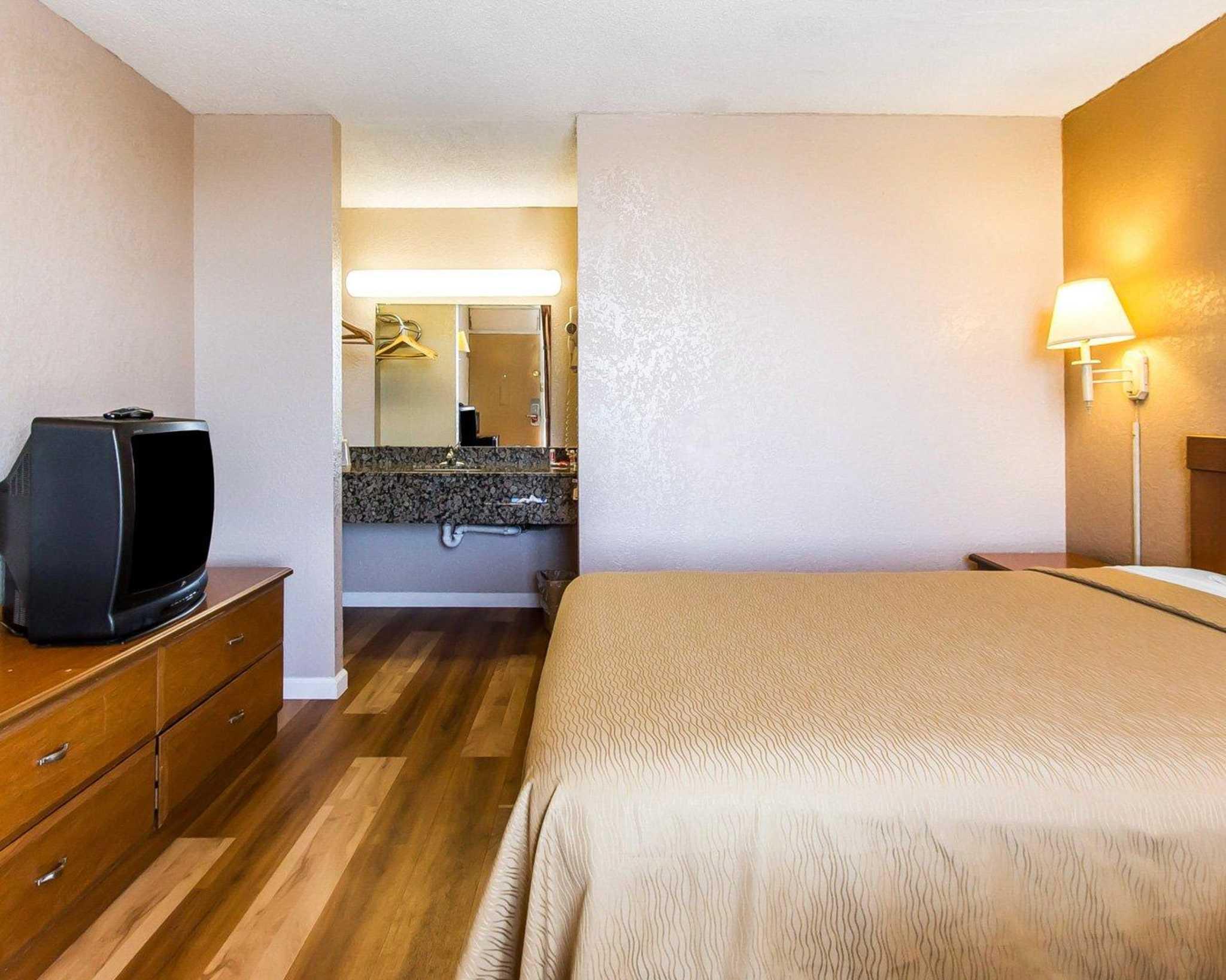 Econo Lodge  Inn & Suites Near Bricktown image 14