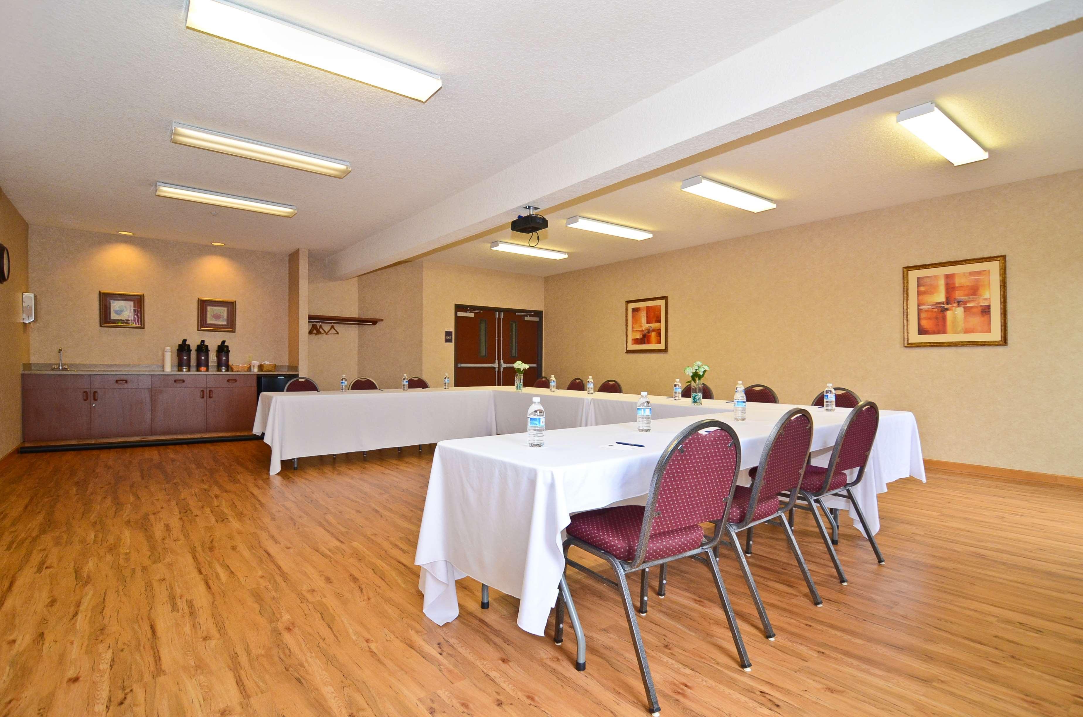 Best Western Plus Park Place Inn & Suites image 43