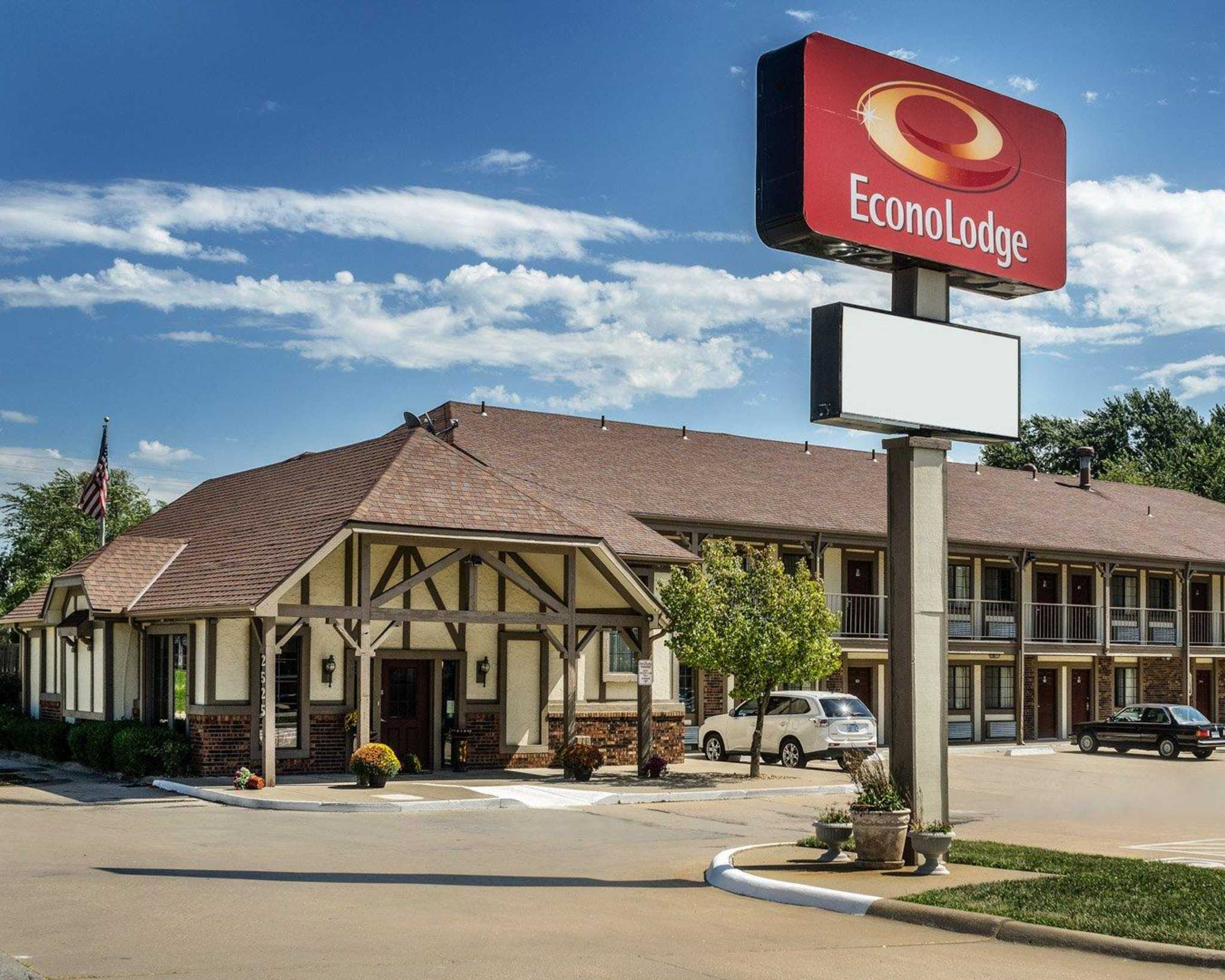 Econo Lodge University image 0
