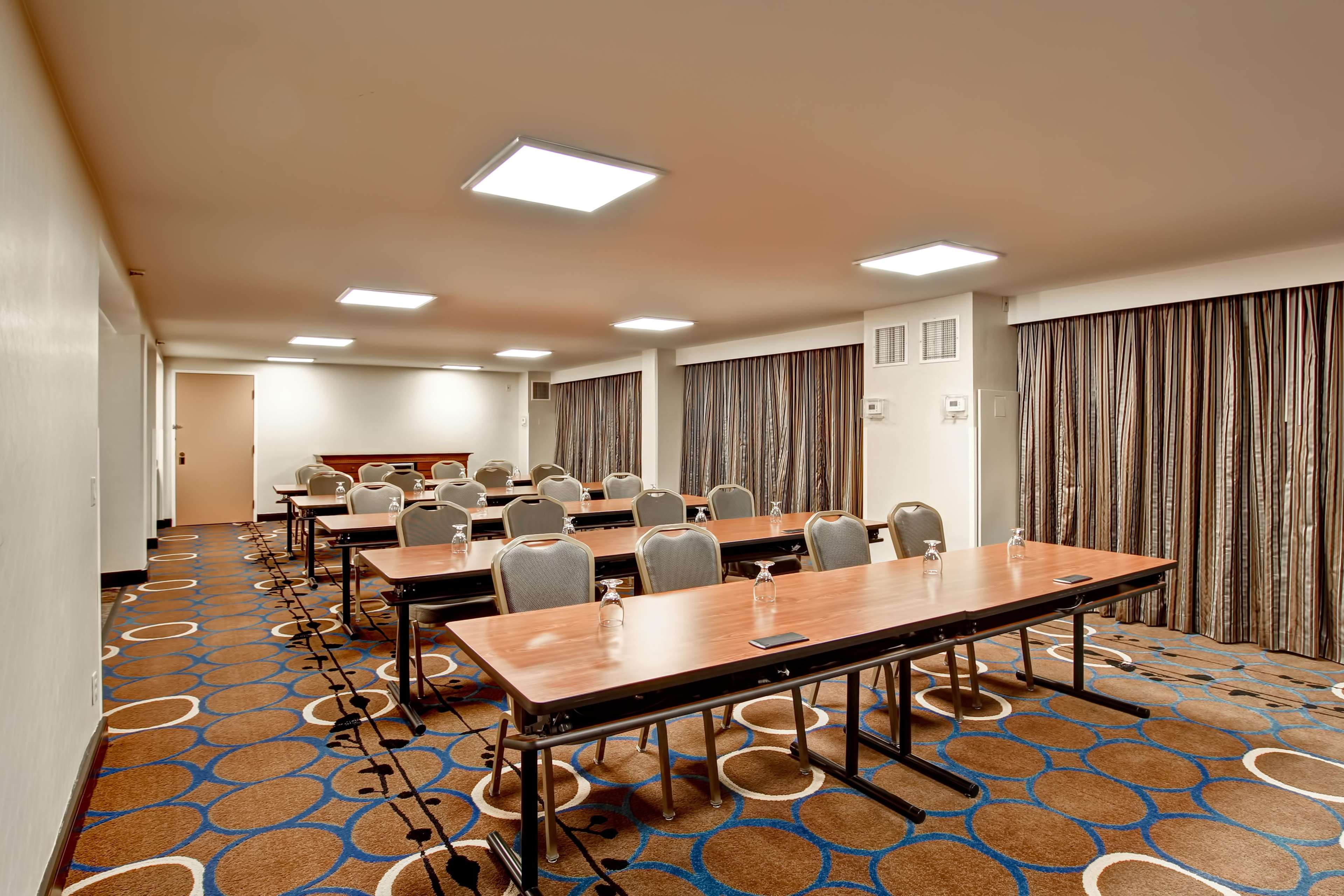 DoubleTree by Hilton Hotel Pleasanton at the Club image 45