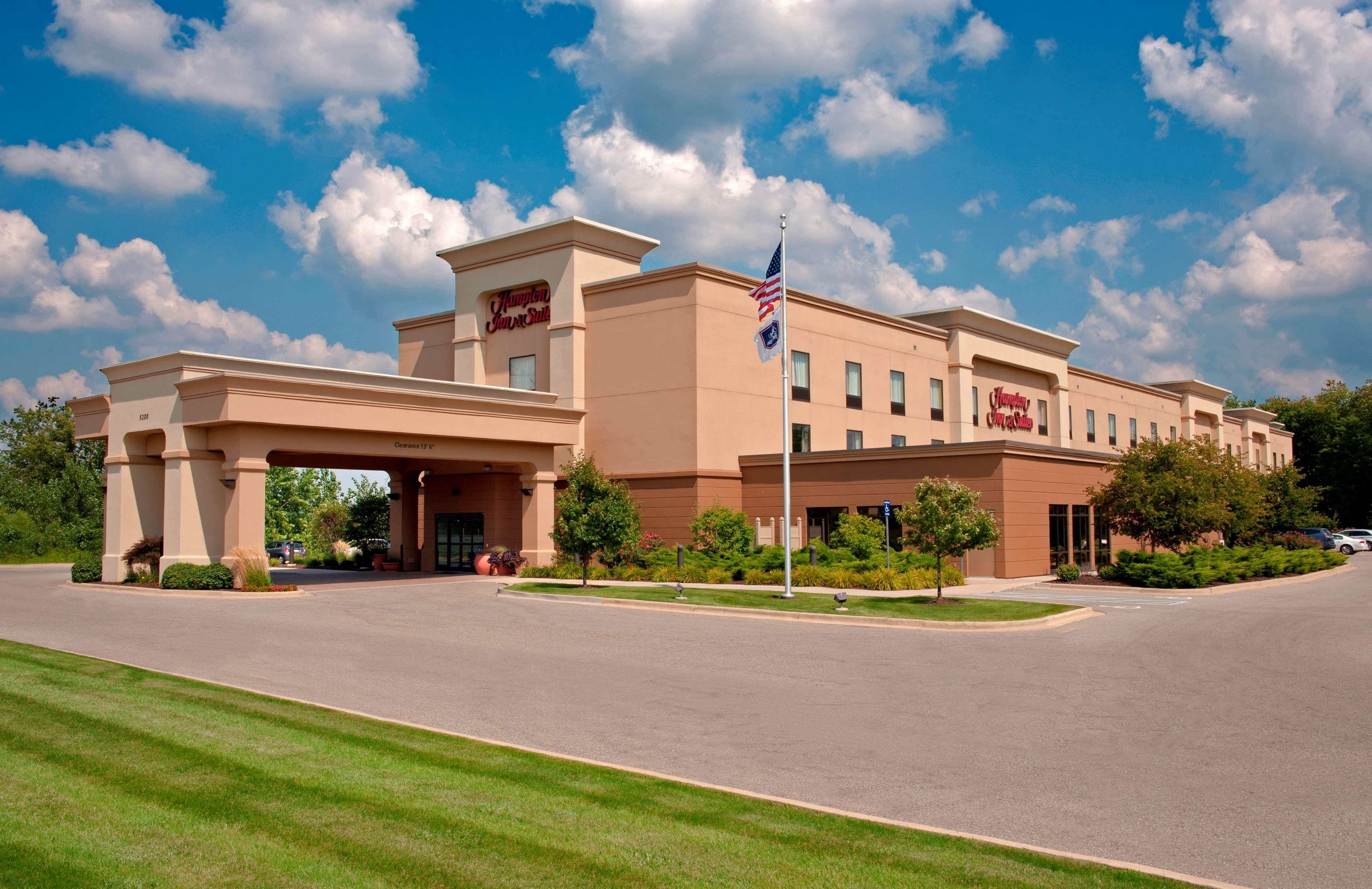 Hampton Inn & Suites Grand Rapids-Airport 28th St image 0