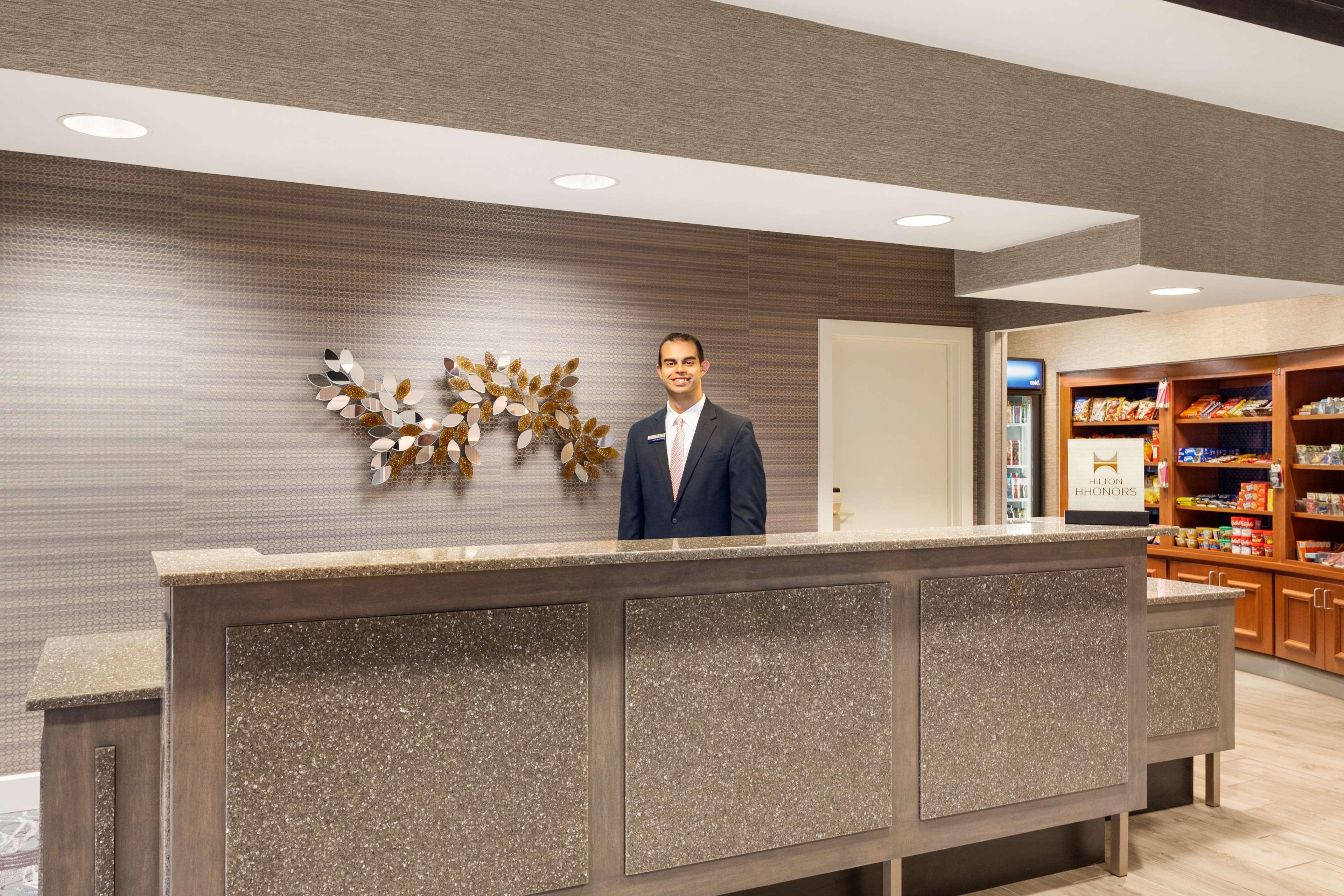 Hampton Inn & Suites Denver-Cherry Creek image 2