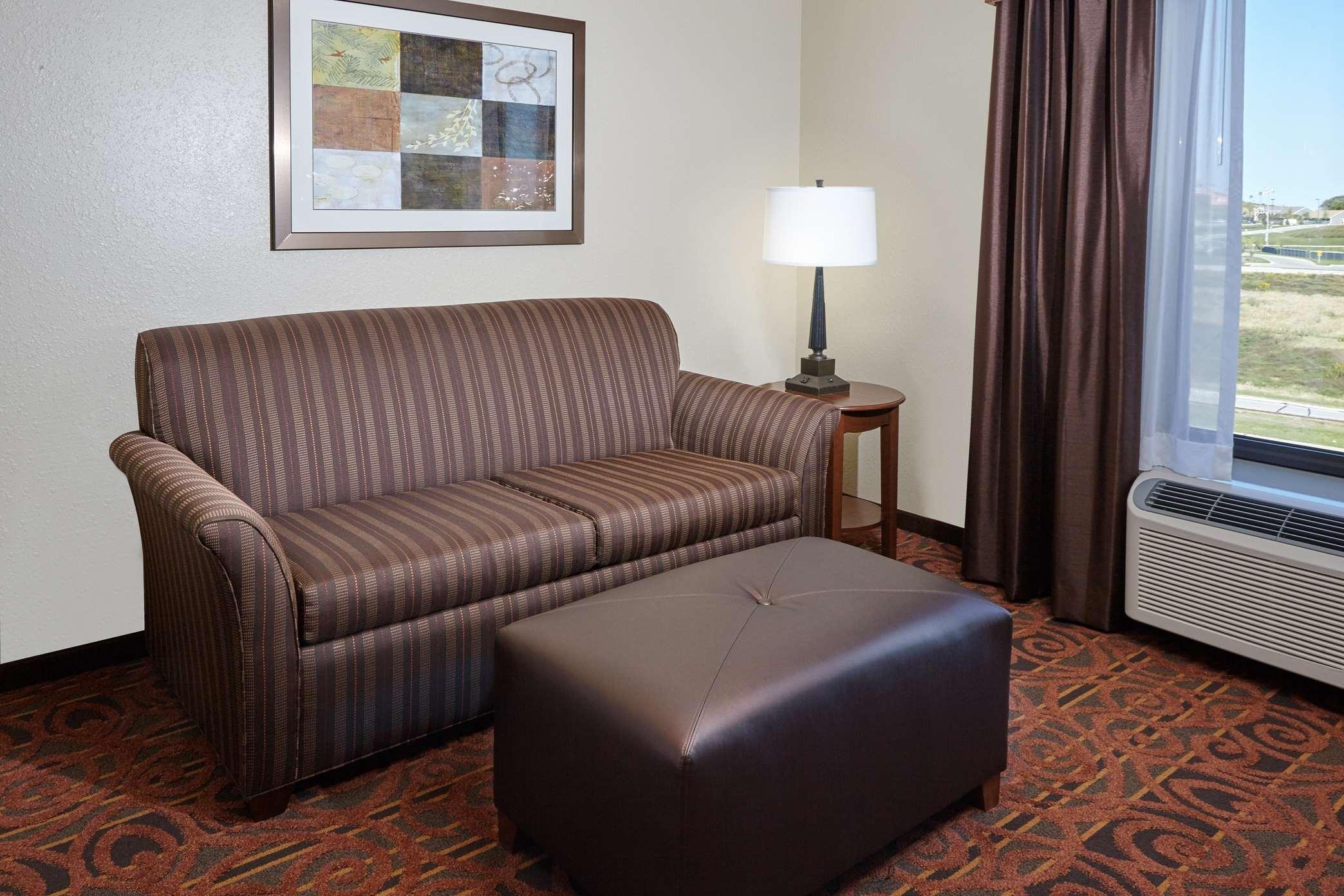 Hampton Inn & Suites Milwaukee/Franklin image 29
