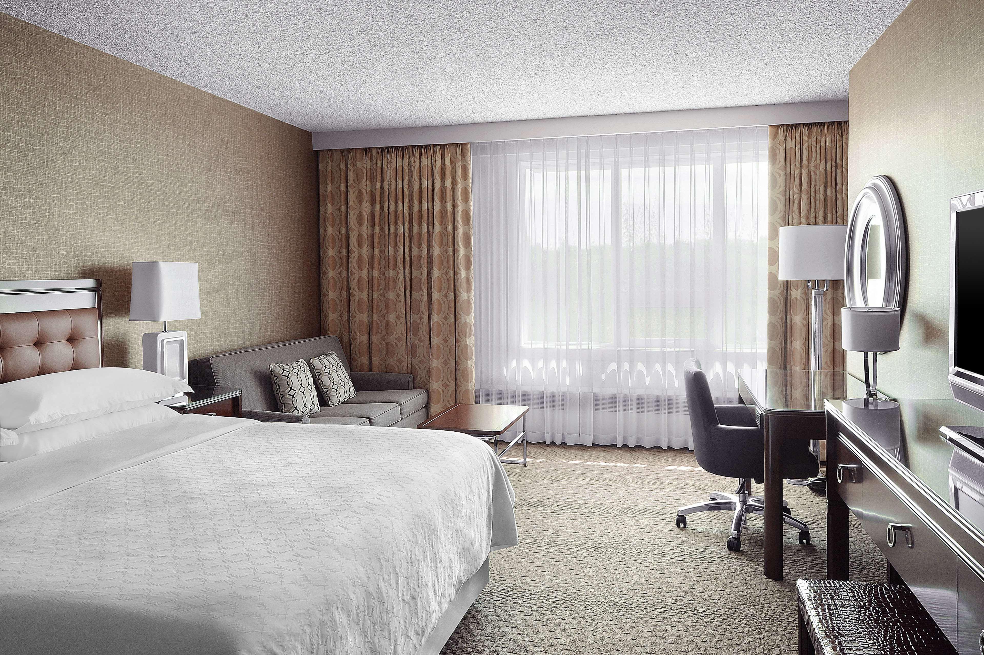 Sheraton Cavalier Saskatoon Hotel in Saskatoon: Club - Day
