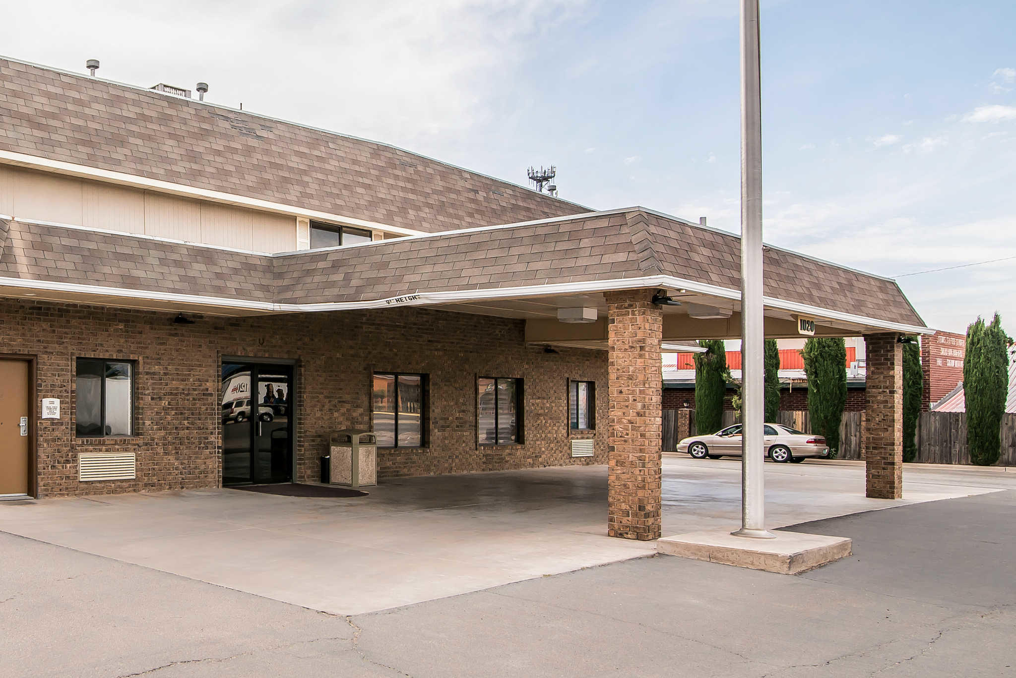 Quality Inn & Suites Near White Sands National Monument image 1