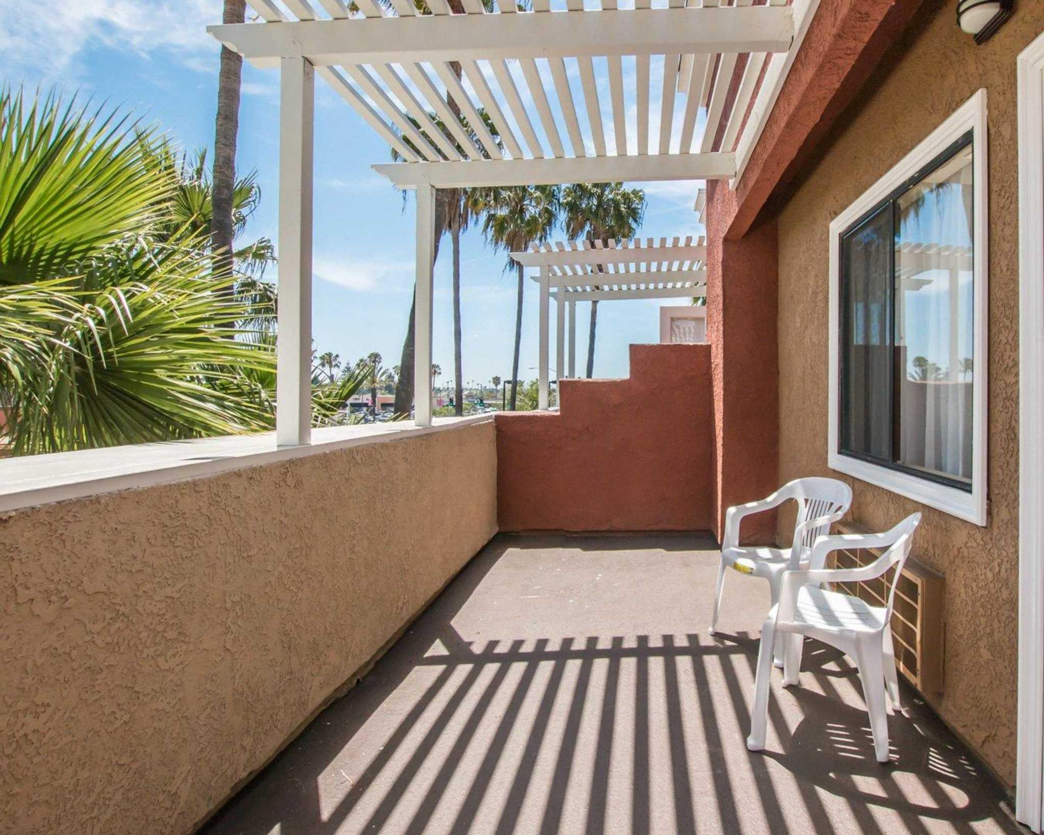 Comfort Suites Huntington Beach image 22