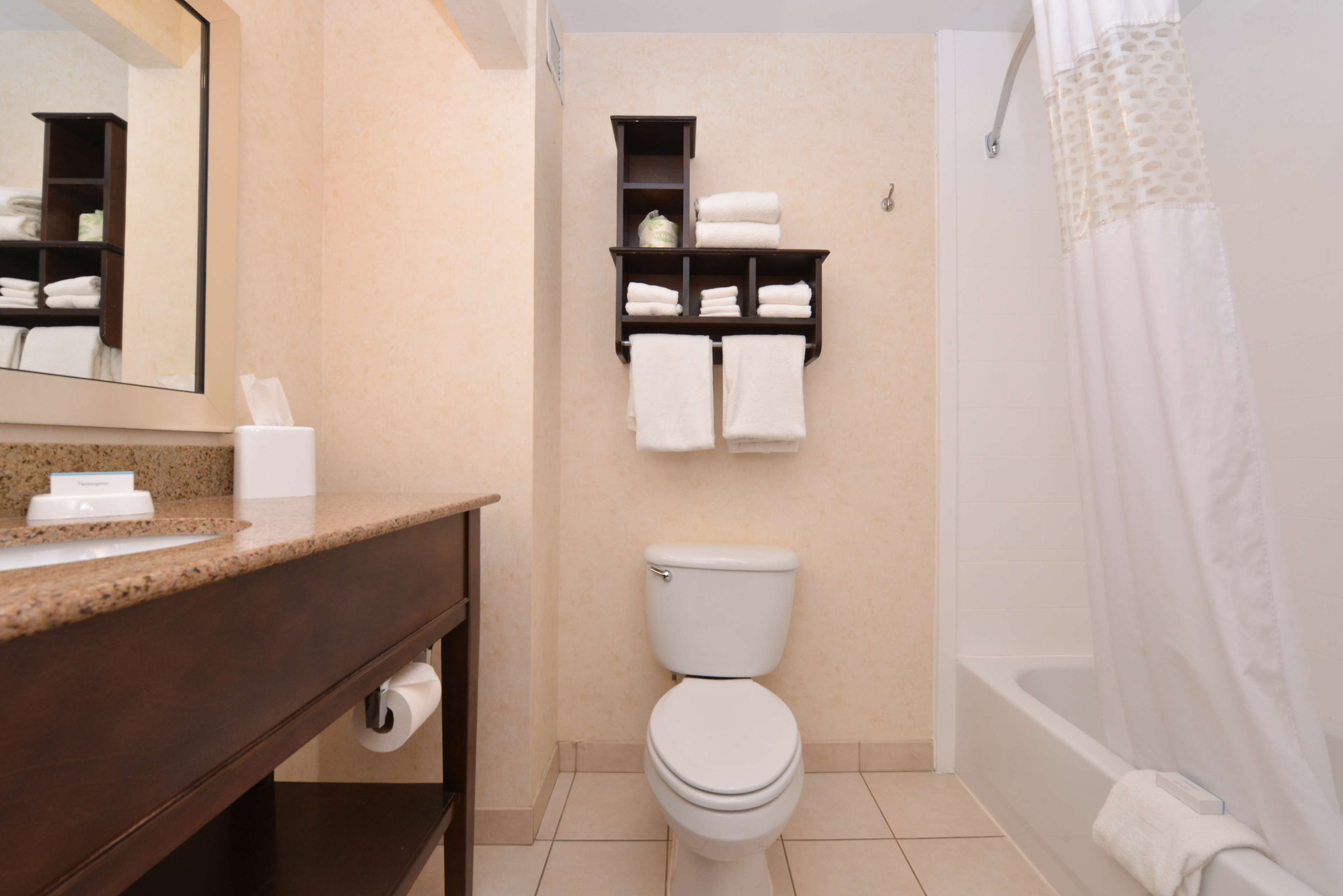 Hampton Inn & Suites Pueblo-Southgate image 32
