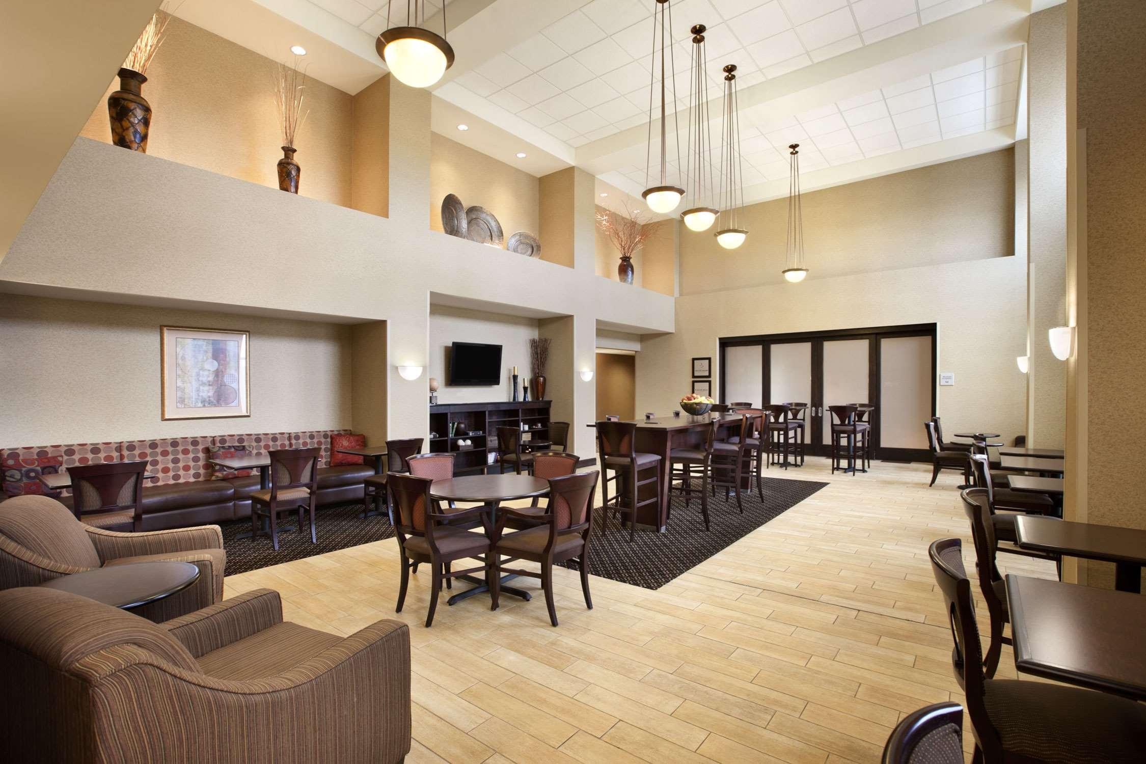 Hampton Inn & Suites Rochester-North image 10