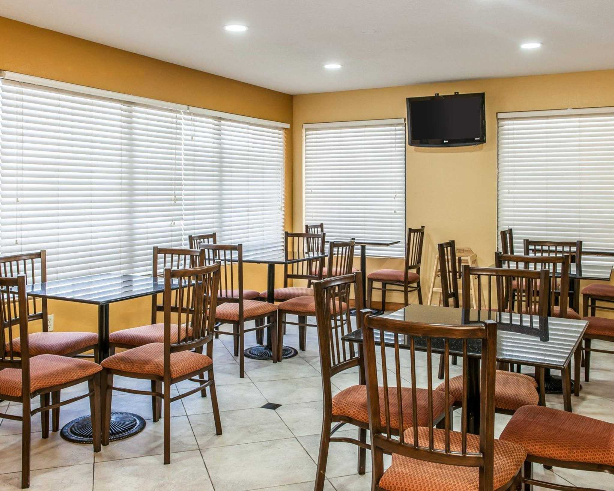 Quality Inn & Suites Shelbyville I-74 image 21