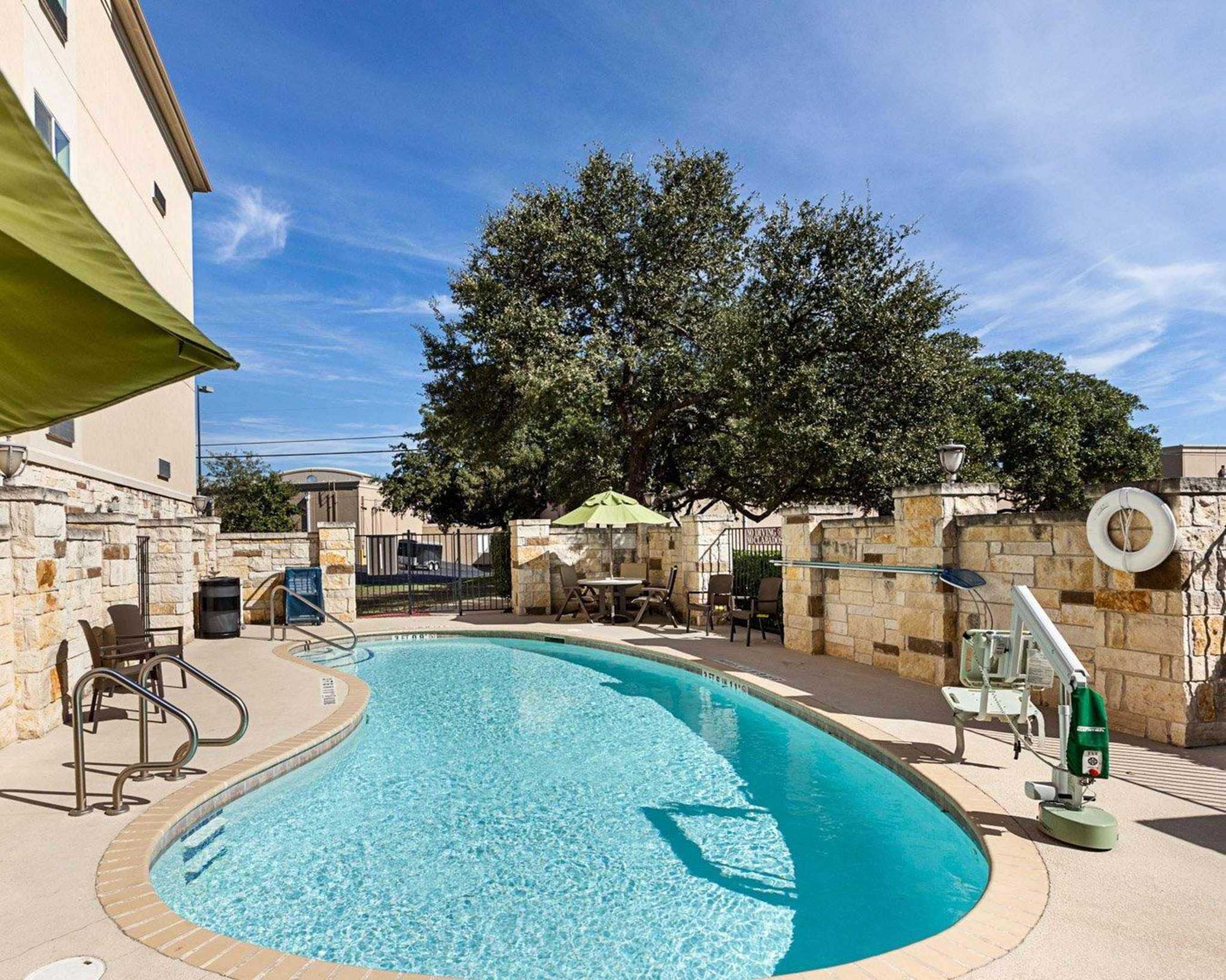 Comfort Suites San Antonio North - Stone Oak image 11