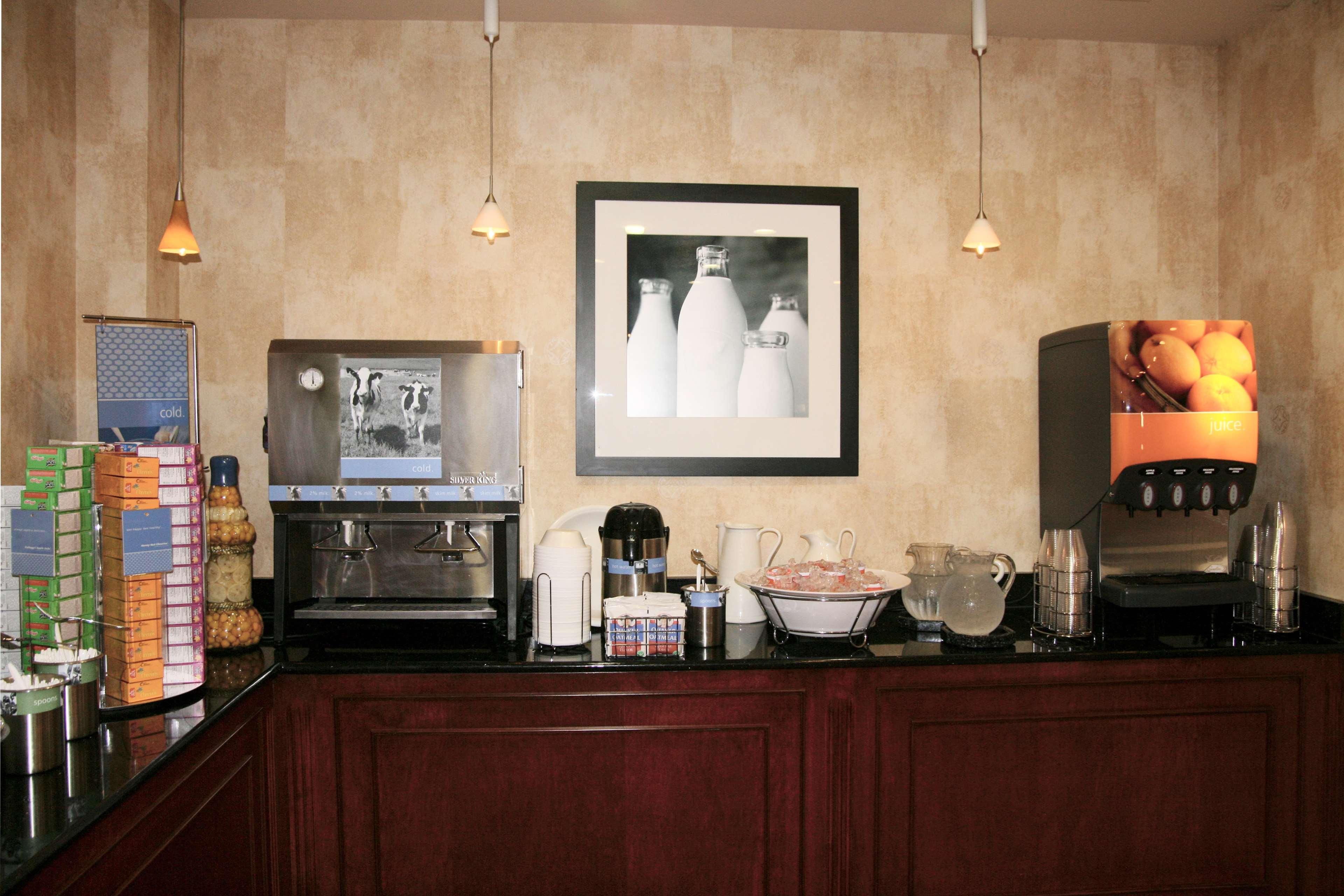 Hampton Inn & Suites Bolingbrook image 15
