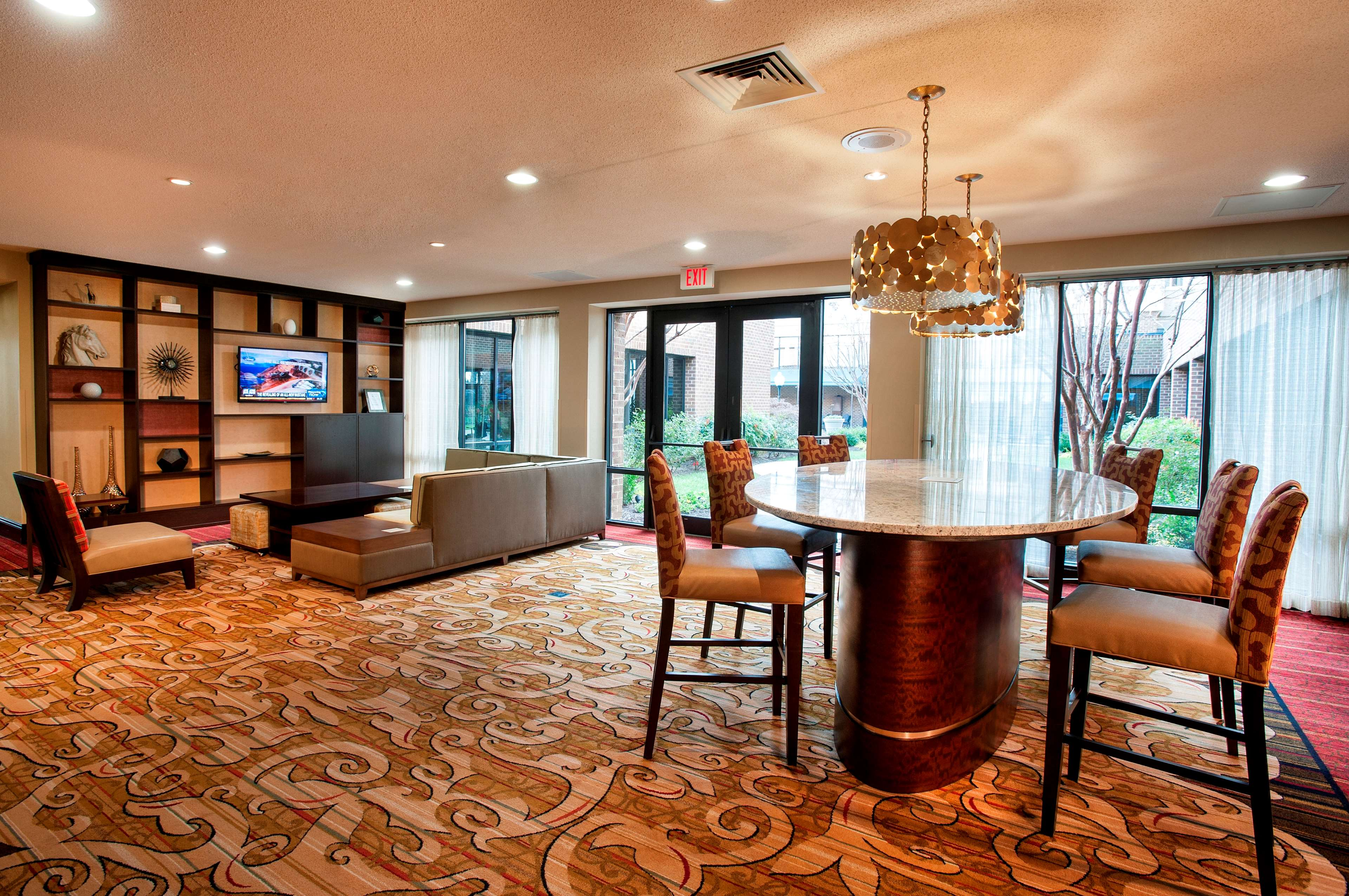 DoubleTree by Hilton McLean Tysons image 6