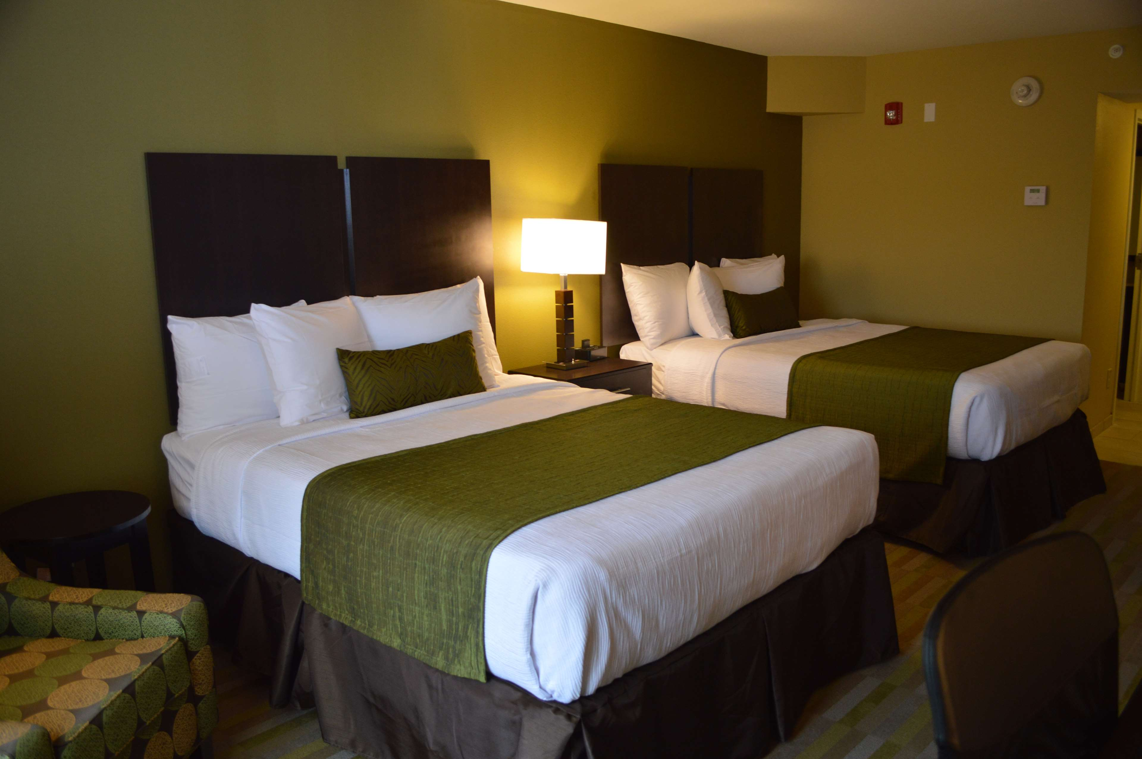 Best Western Plus Thornburg Inn & Suites image 9