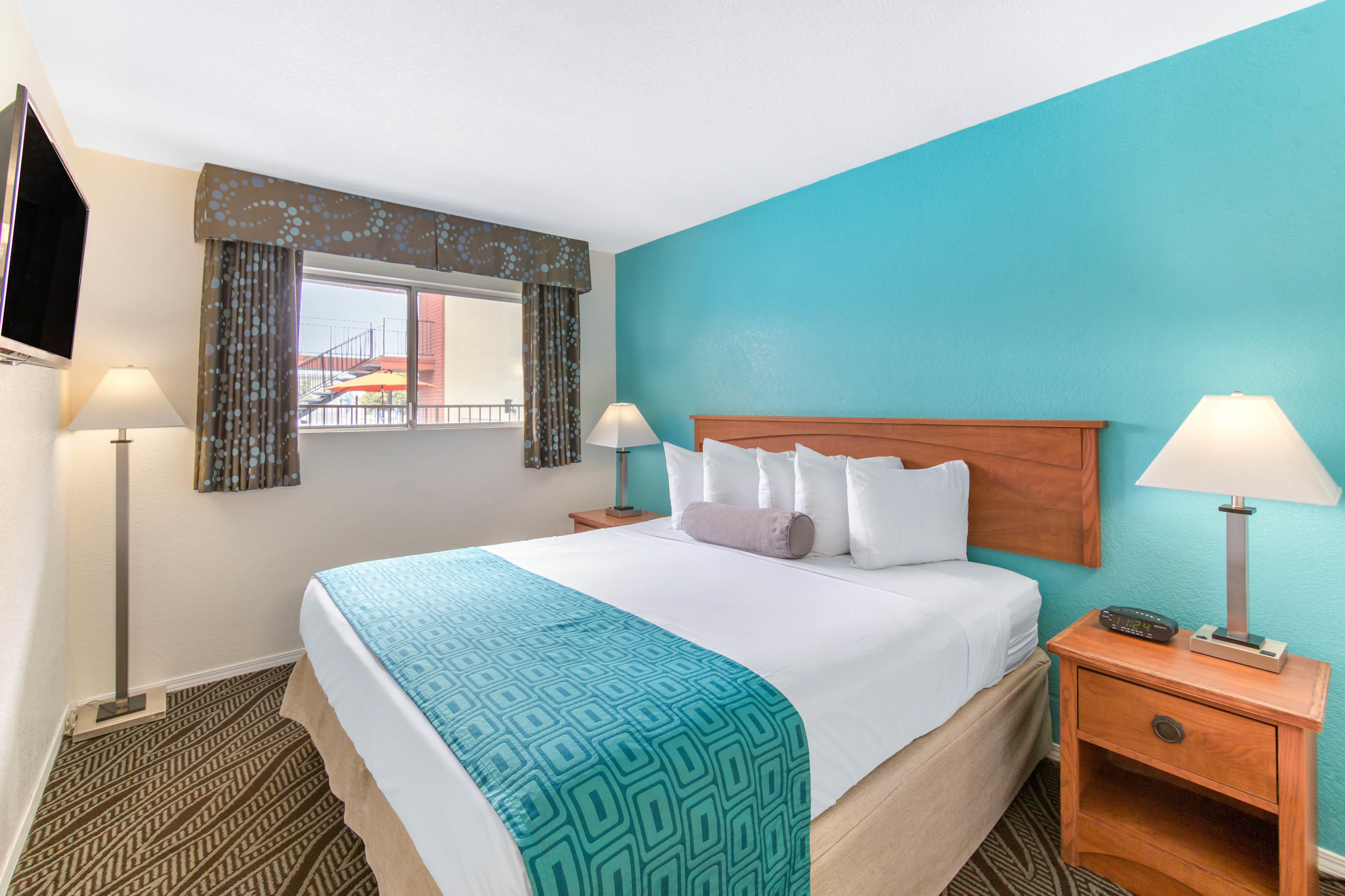 Howard Johnson by Wyndham Chula Vista San Diego Suite Hotel image 8