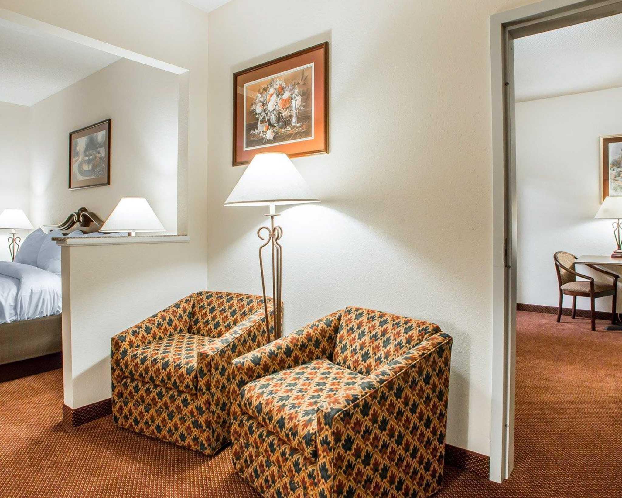 Comfort Suites Jefferson City image 29