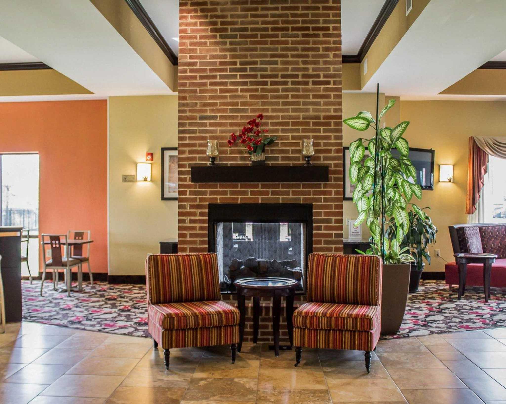 Comfort Suites East Broad at 270 image 41