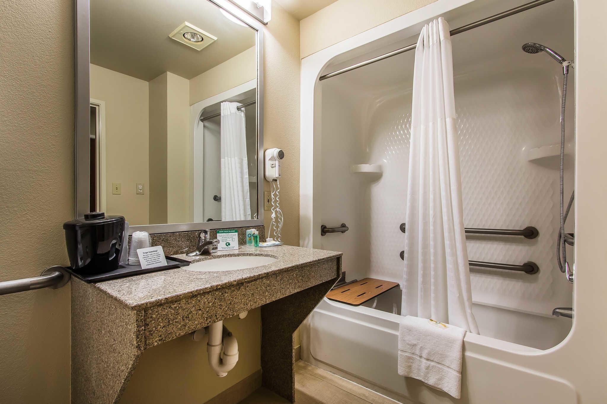 Quality Suites image 7