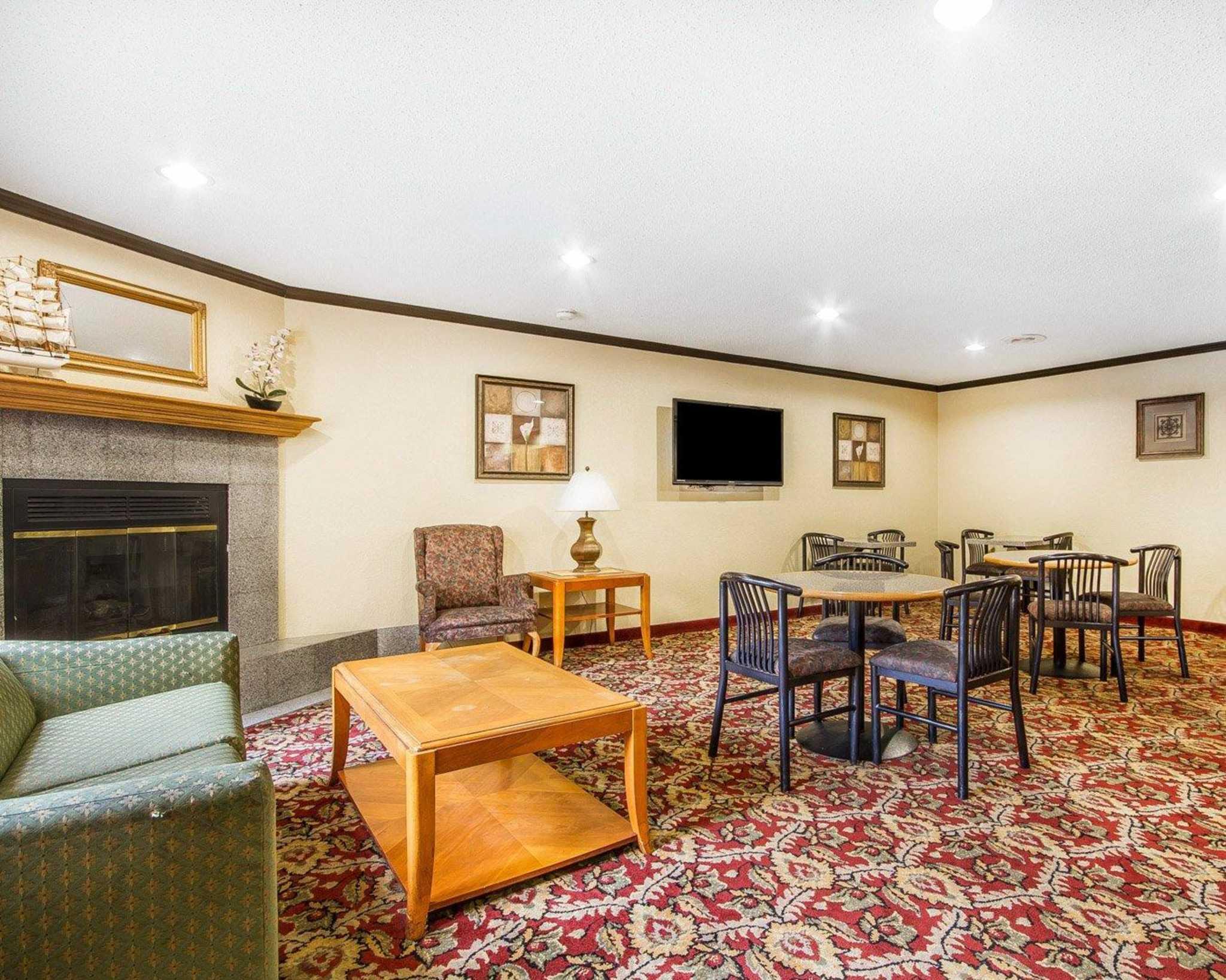 Rodeway Inn & Suites WI Madison-Northeast image 30