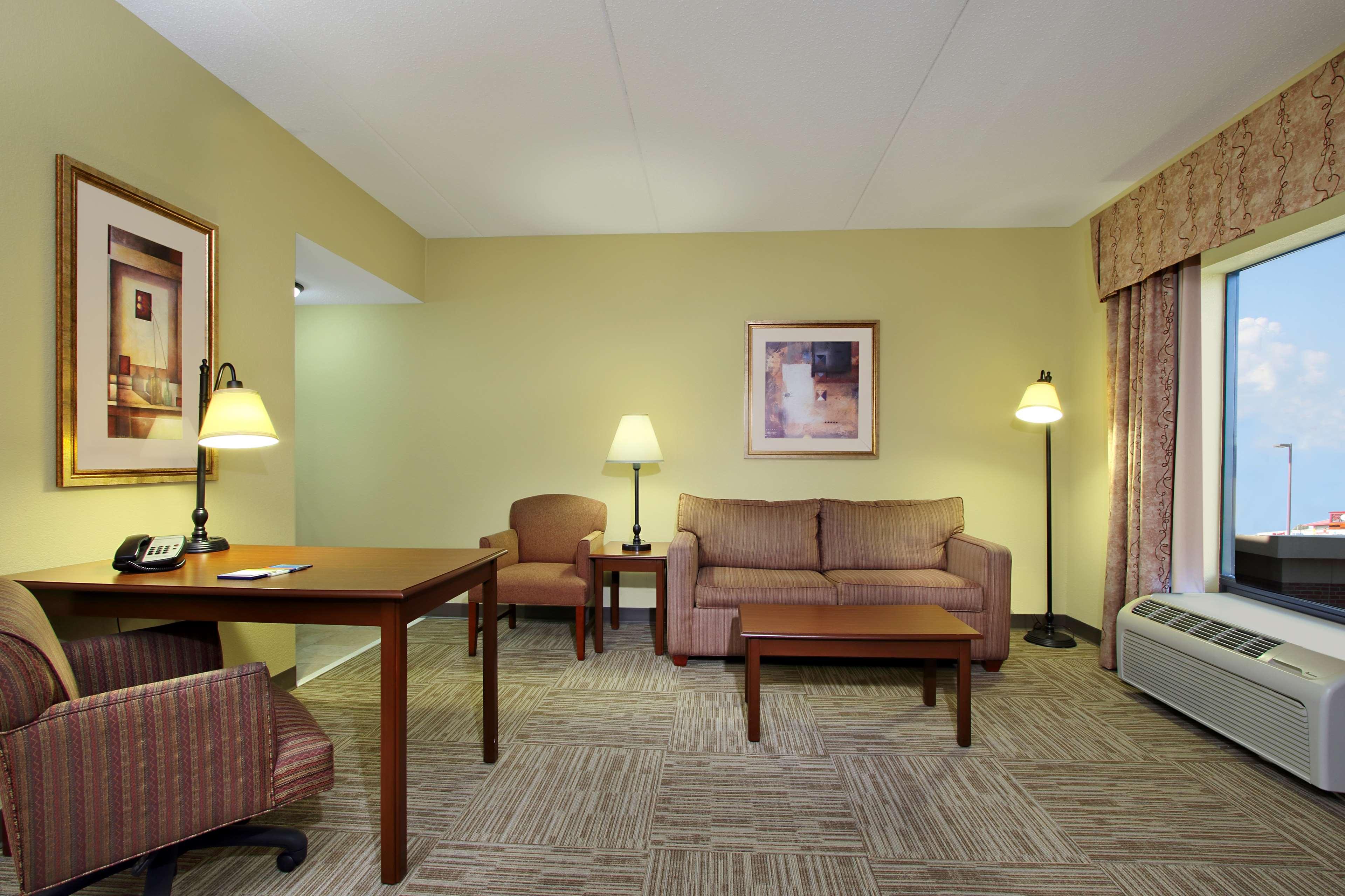 Hampton Inn & Suites Murray image 12