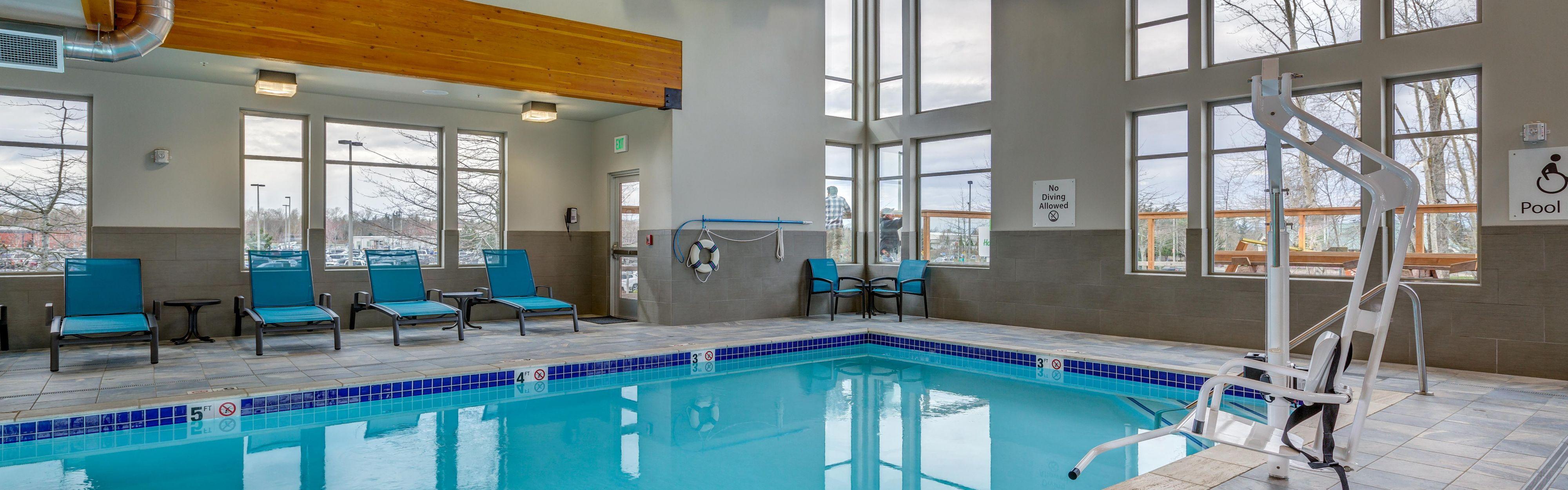 Holiday Inn & Suites Bellingham image 2