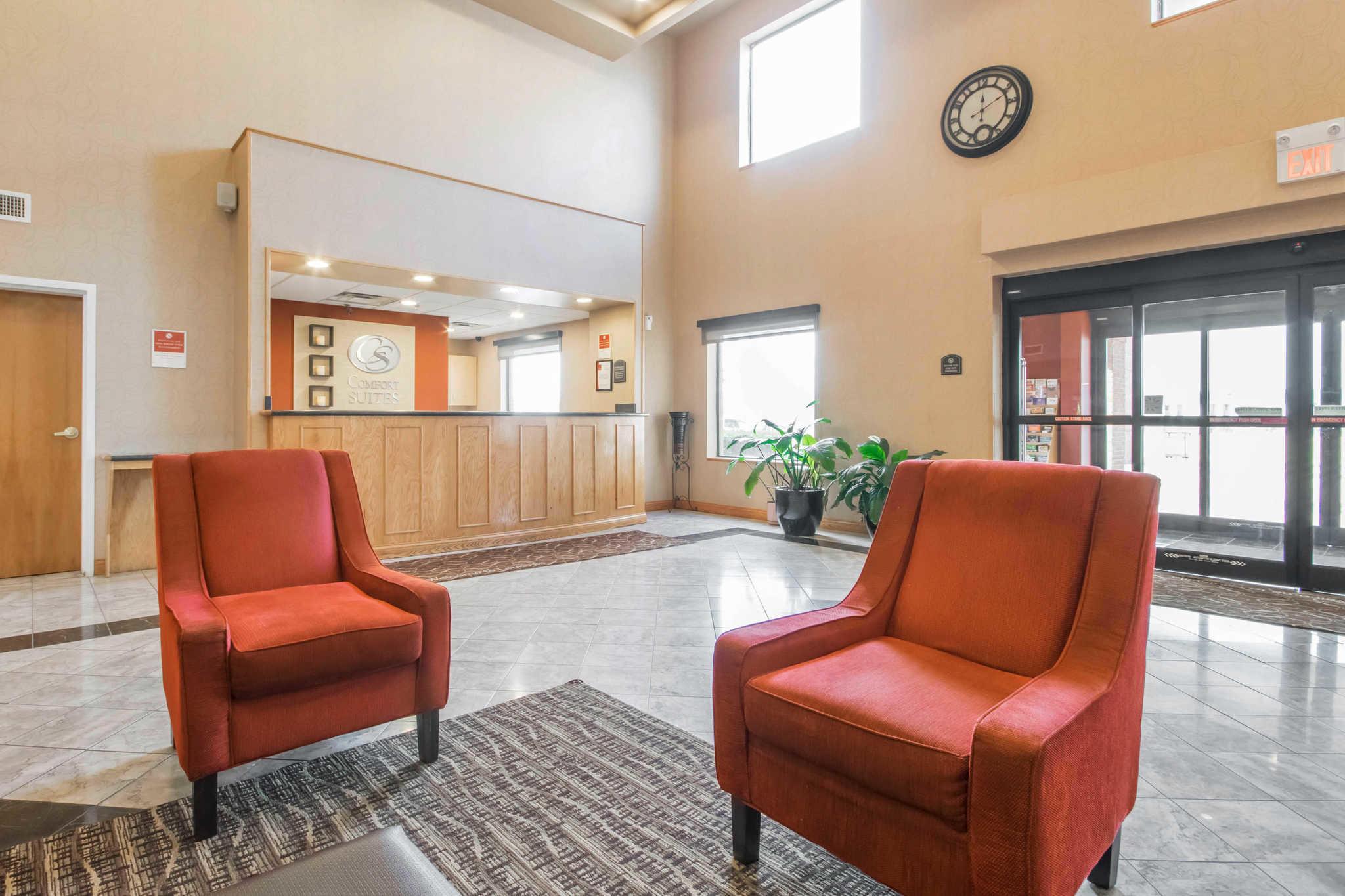 Comfort Suites Airport image 5