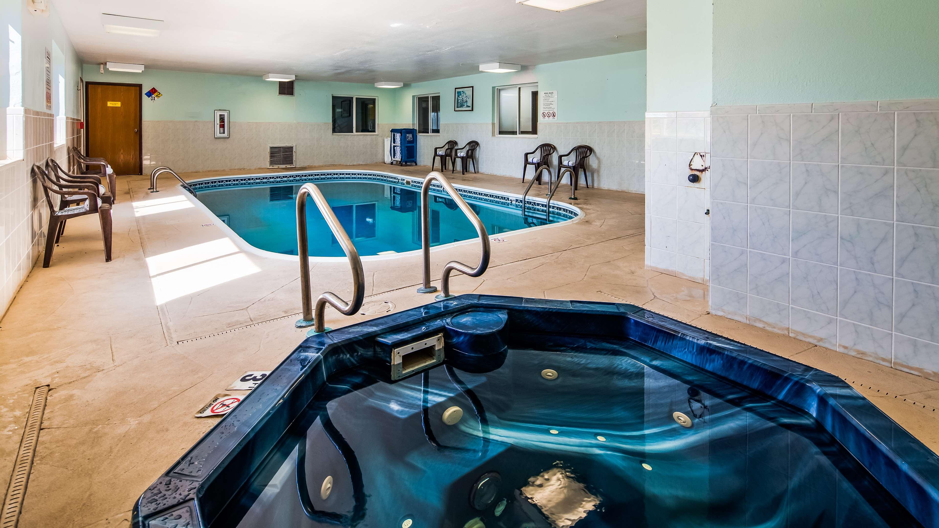 SureStay Plus Hotel by Best Western Bettendorf image 9