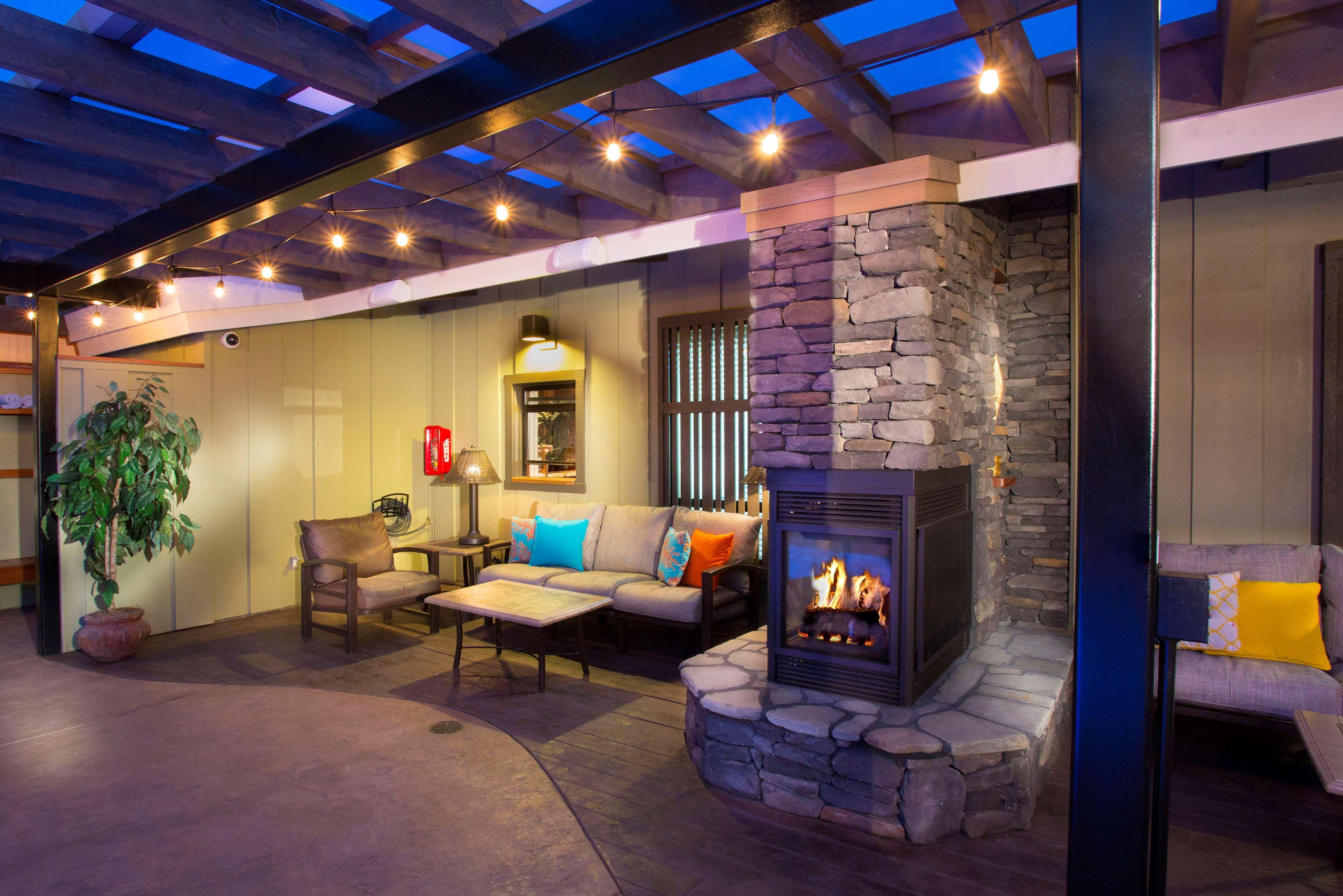 Best Western Plus Humboldt Bay Inn image 4