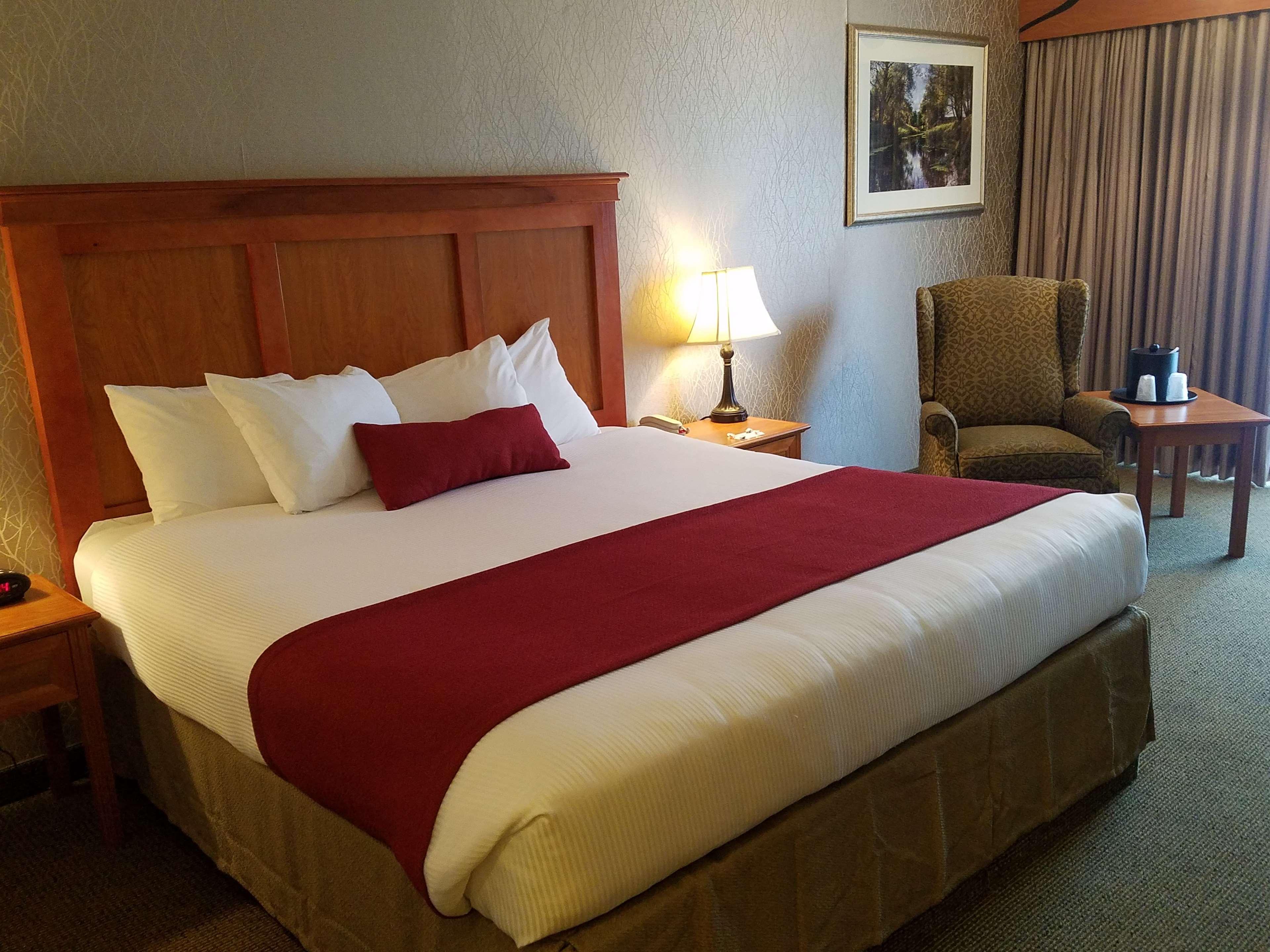 Best Western Plus Rivershore Hotel image 12