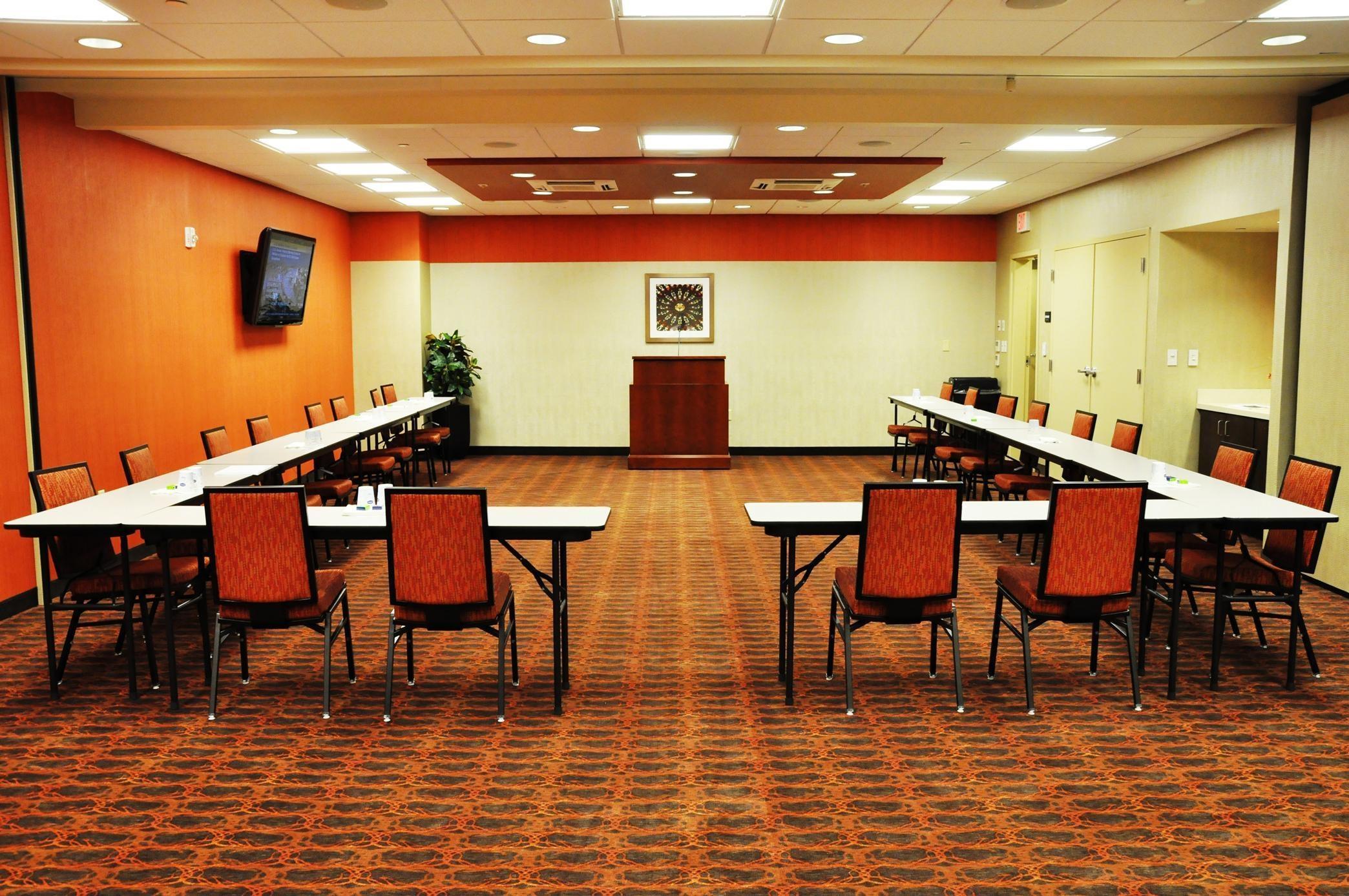 Hampton Inn & Suites Cincinnati/Uptown-University Area image 13