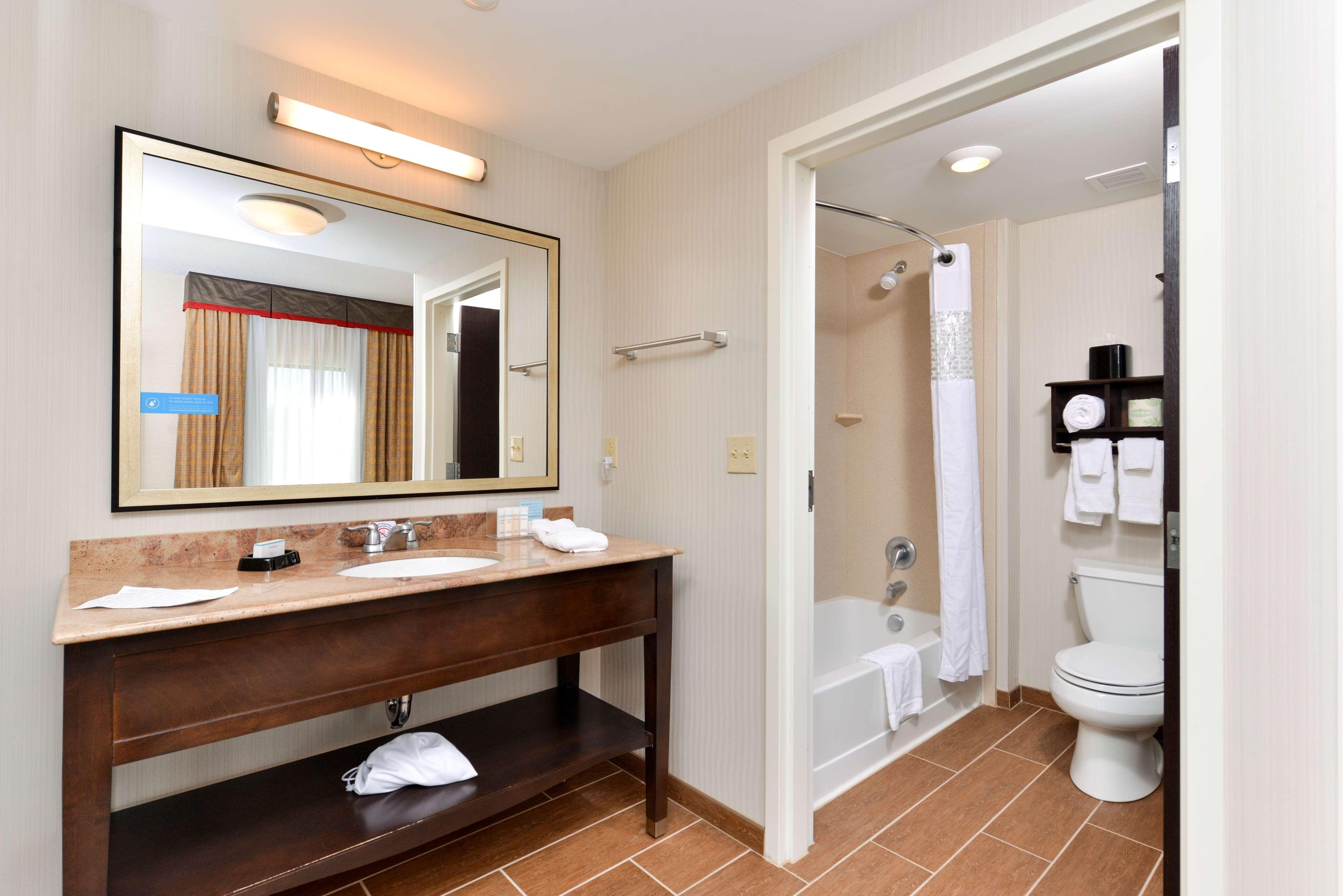 Hampton Inn & Suites California University-Pittsburgh image 20