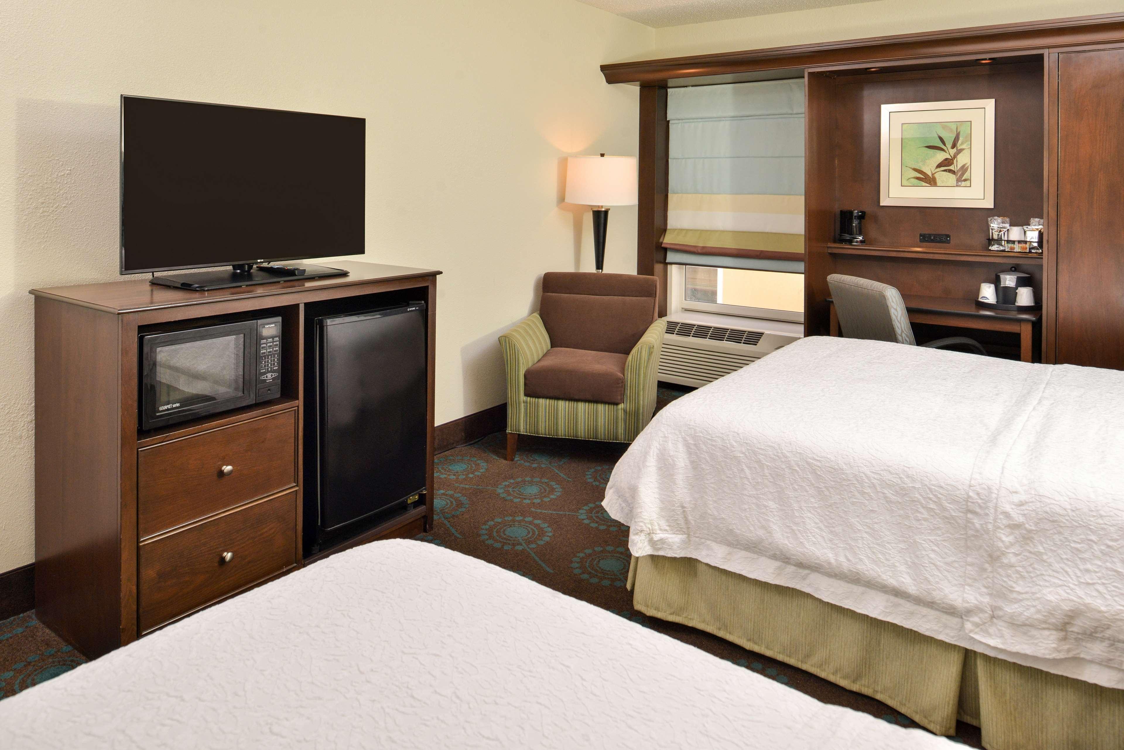 Hampton Inn & Suites Newport News (Oyster Point) image 19