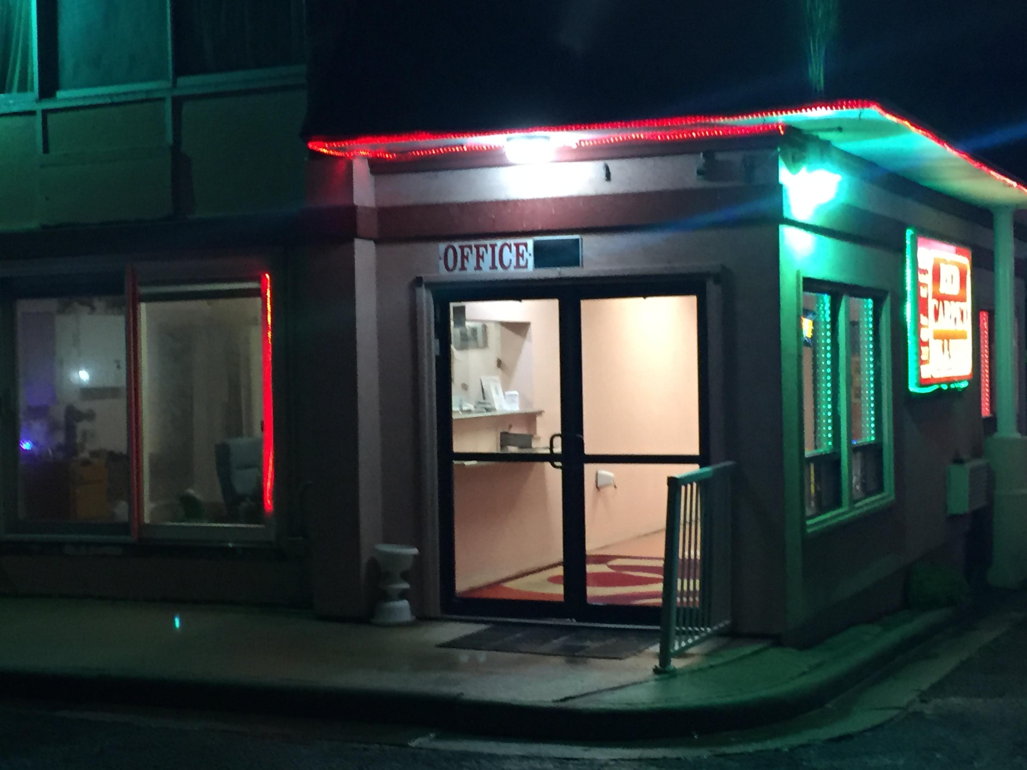 Red Carpet Inn & Suites image 12