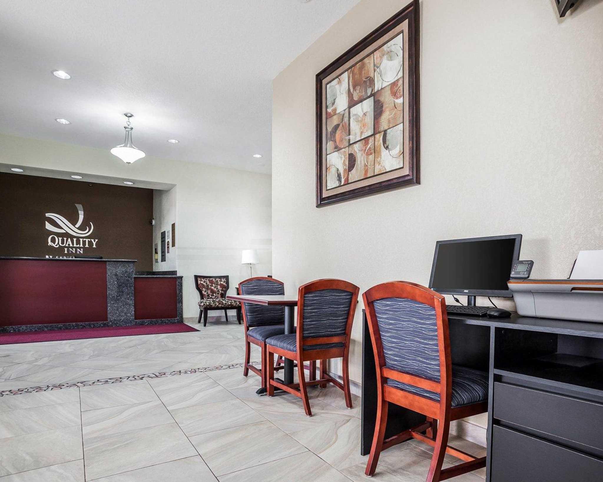 Quality Inn & Suites Altoona - Des Moines image 26