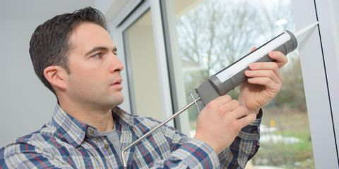Choose the Right Window Contractor the First Time to Avoid These Costly Mistakes