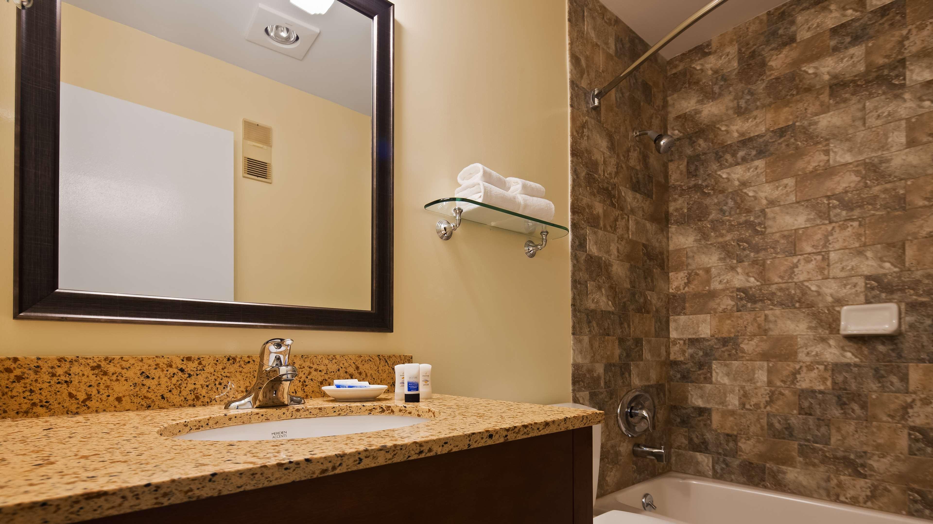 Best Western Plus Windjammer Inn & Conference Center image 32
