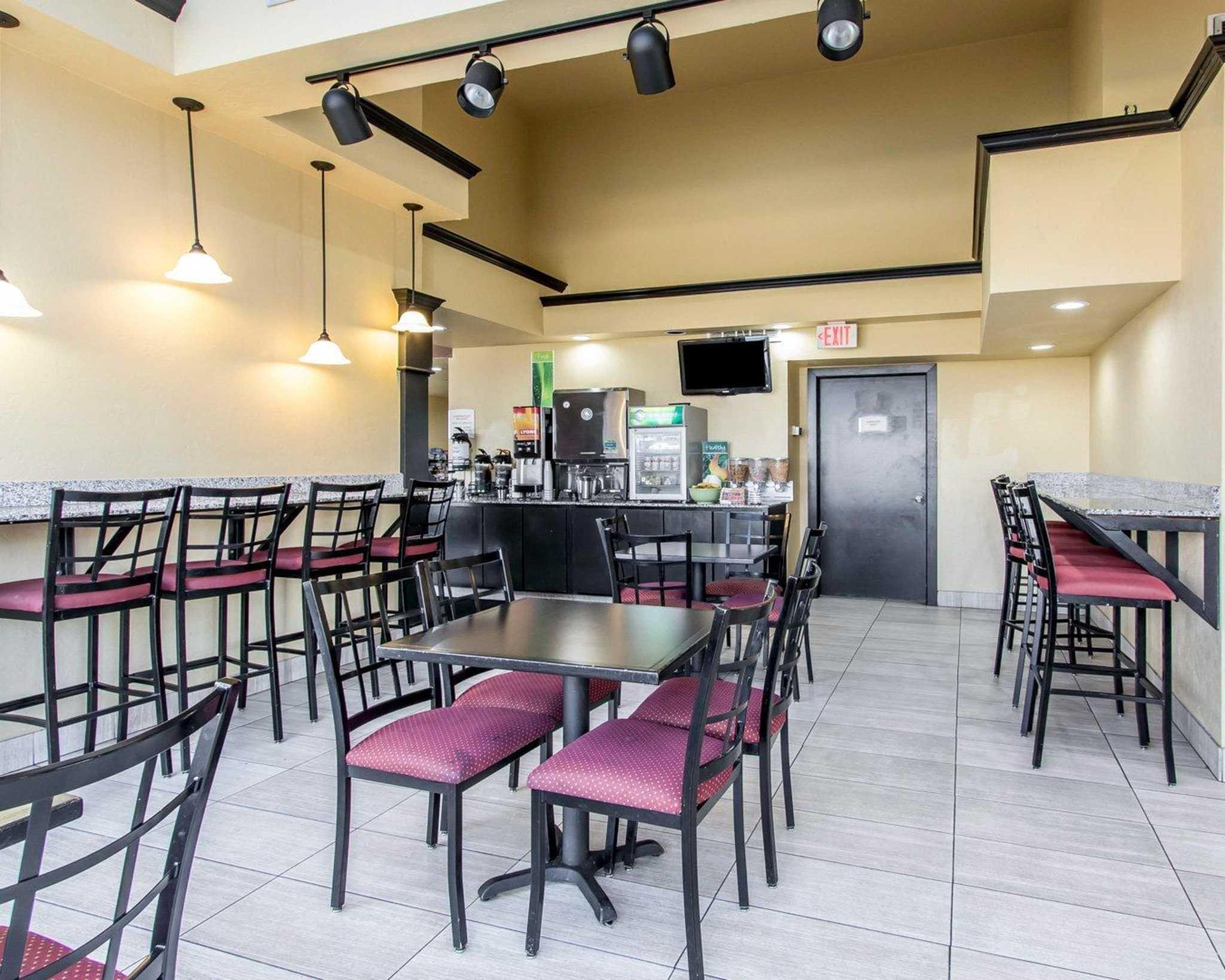 Quality Inn & Suites Fairgrounds West image 23