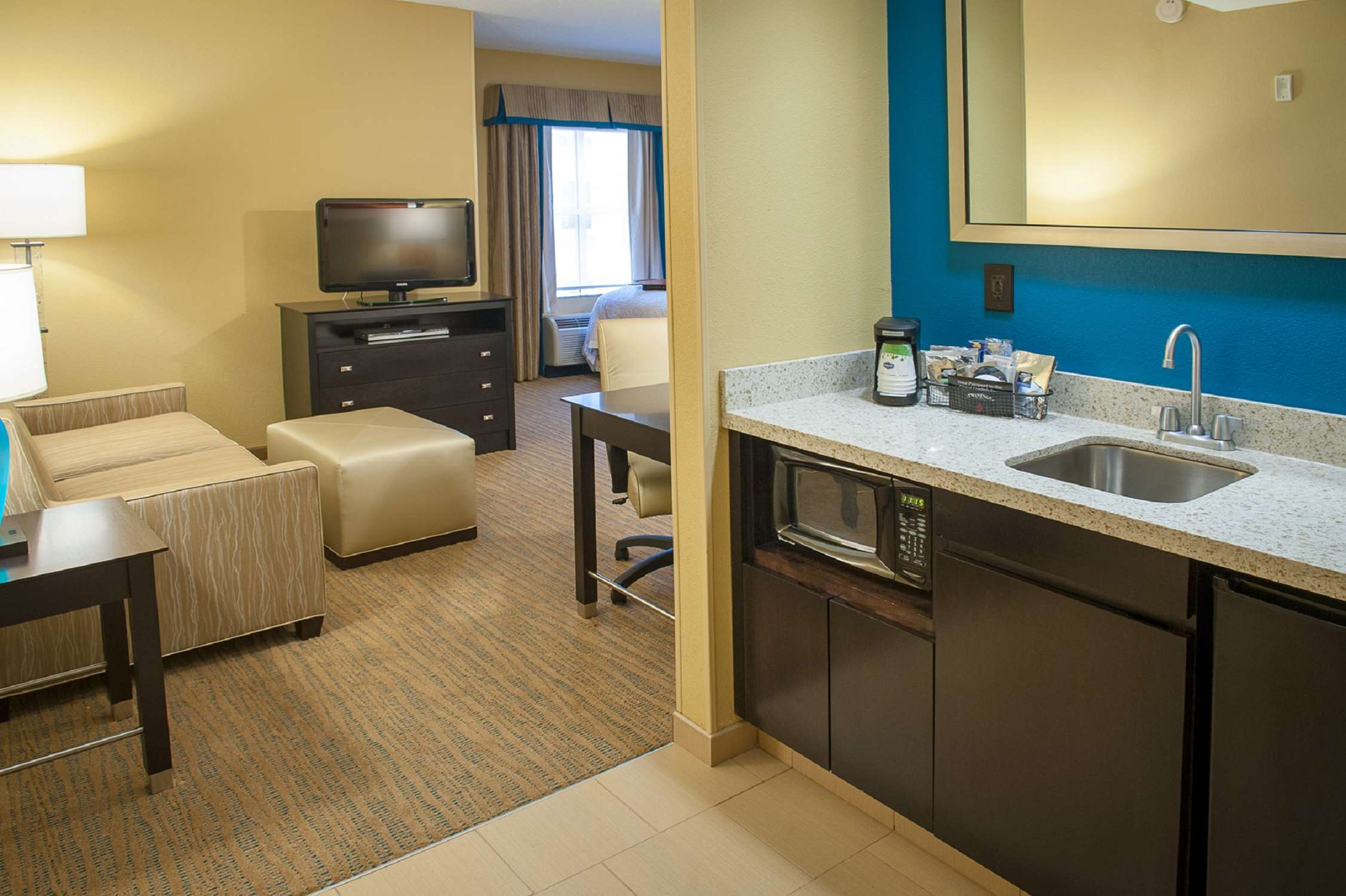 Hampton Inn & Suites St. Petersburg/Downtown image 16