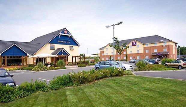 Premier inn swindon central hotels in swindon sn2 8ys - Oasis swimming pool swindon opening times ...
