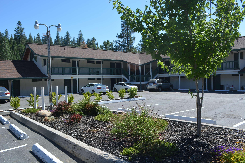 Pioneer Inn & Suites image 8