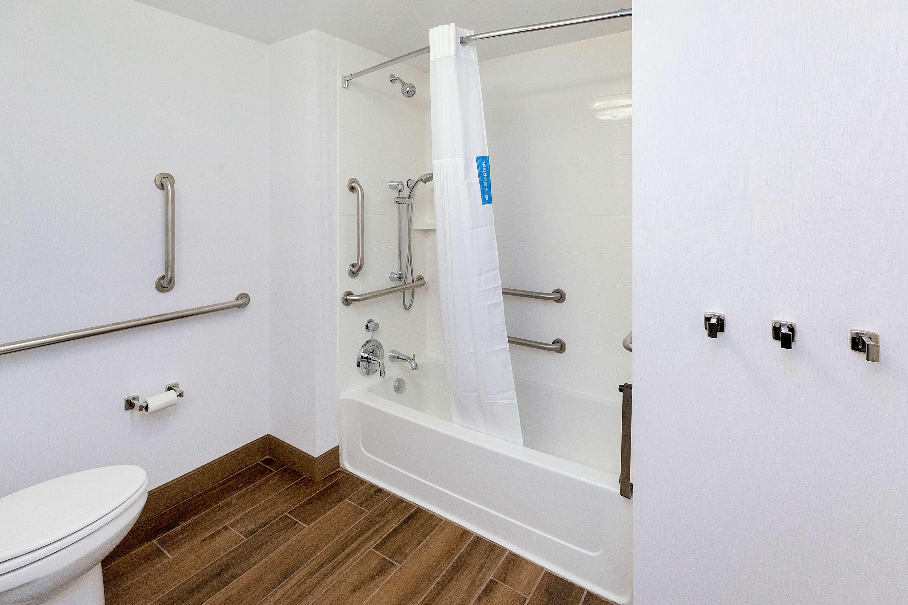 Hampton Inn & Suites Morgantown / University Town Centre image 16