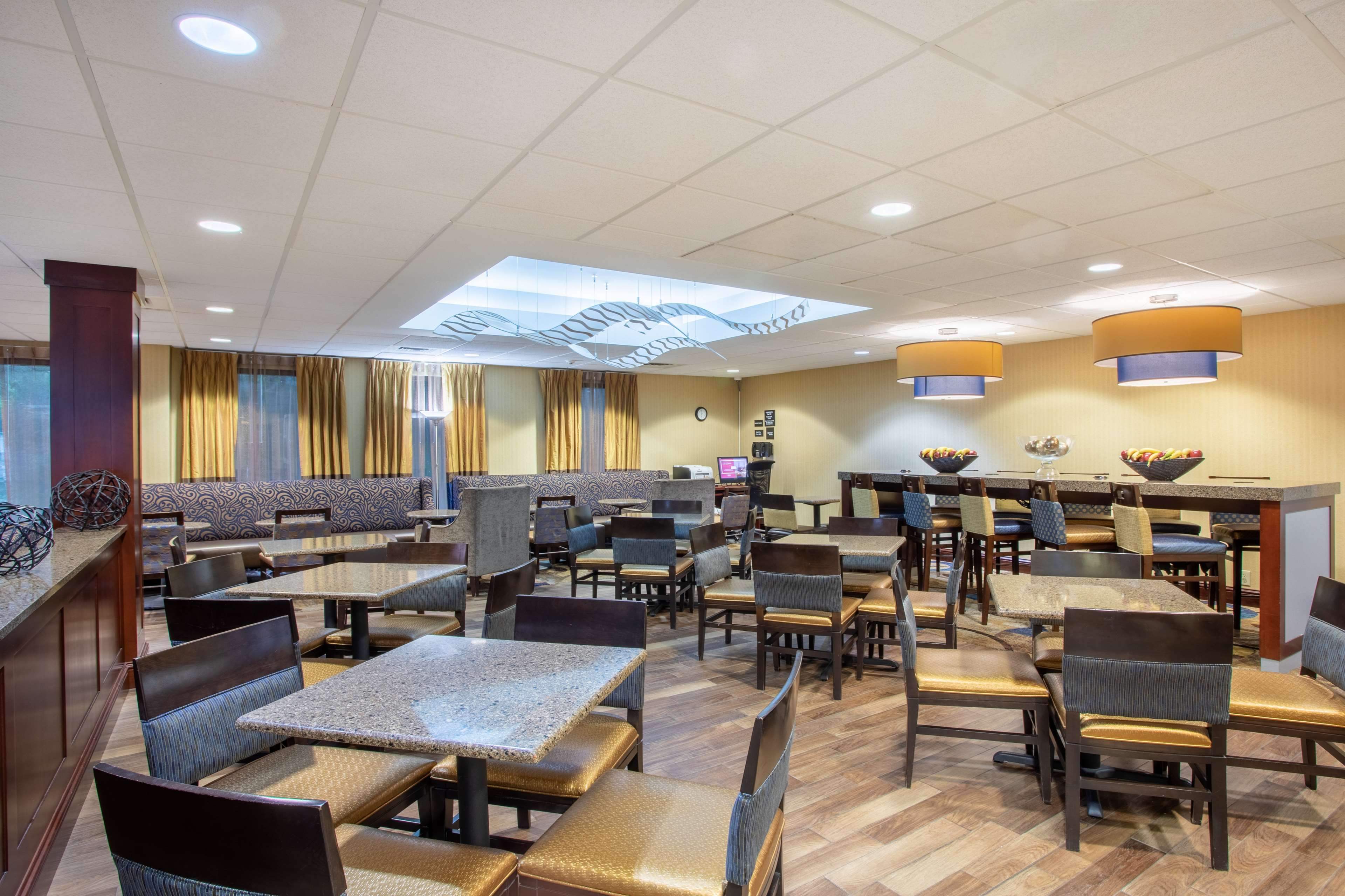 Hampton Inn Fishkill image 5