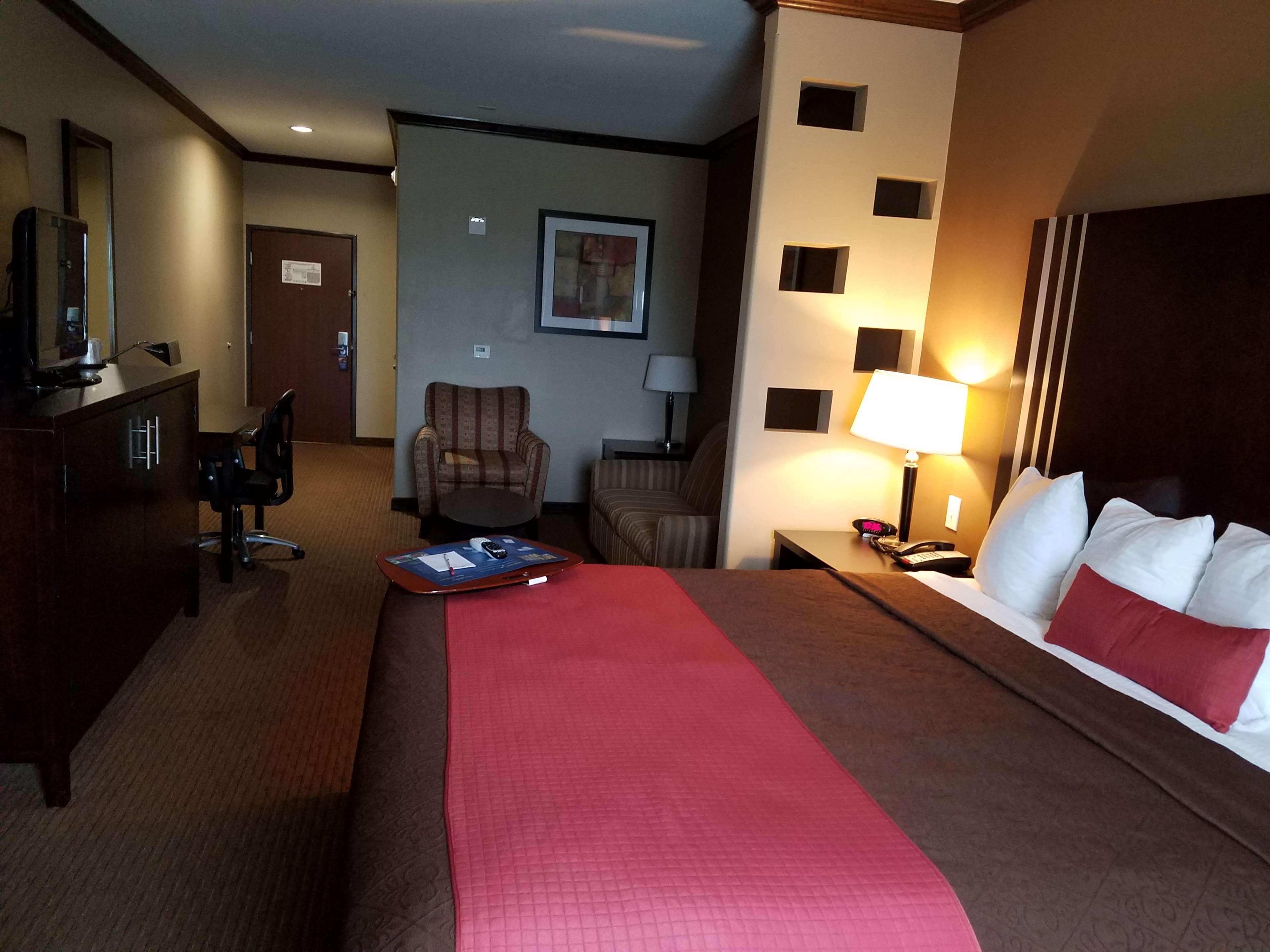 Best Western Plus Texoma Hotel & Suites image 40