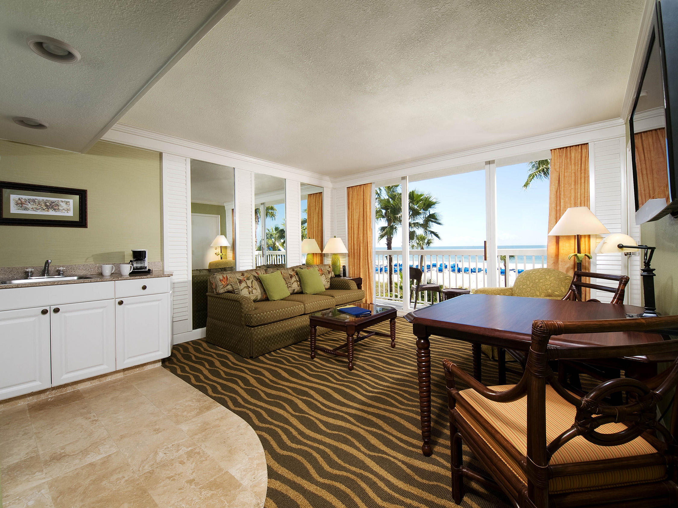 From in-room whirlpool to spacious suites, TradeWinds Island Grand features a wide variety of St Pete Beach accommodations and pet-friendly rooms.