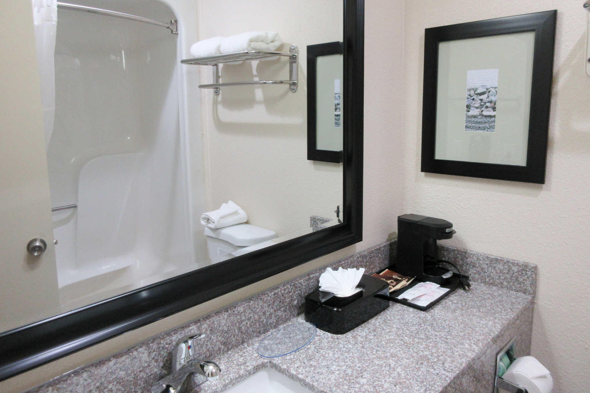 Quality Inn Airport-Near Uptown image 4