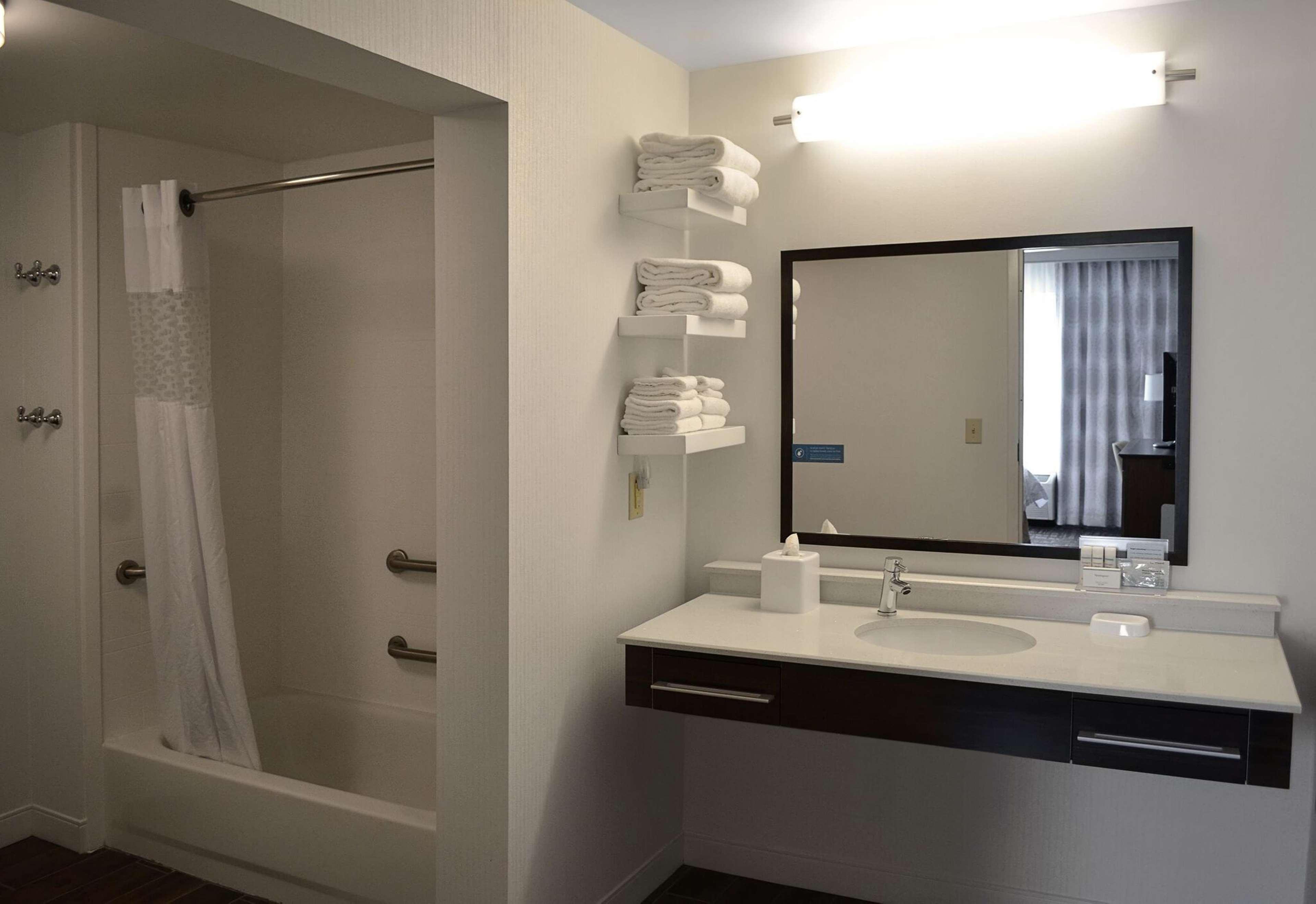 Hampton Inn & Suites Charlotte/Pineville image 2